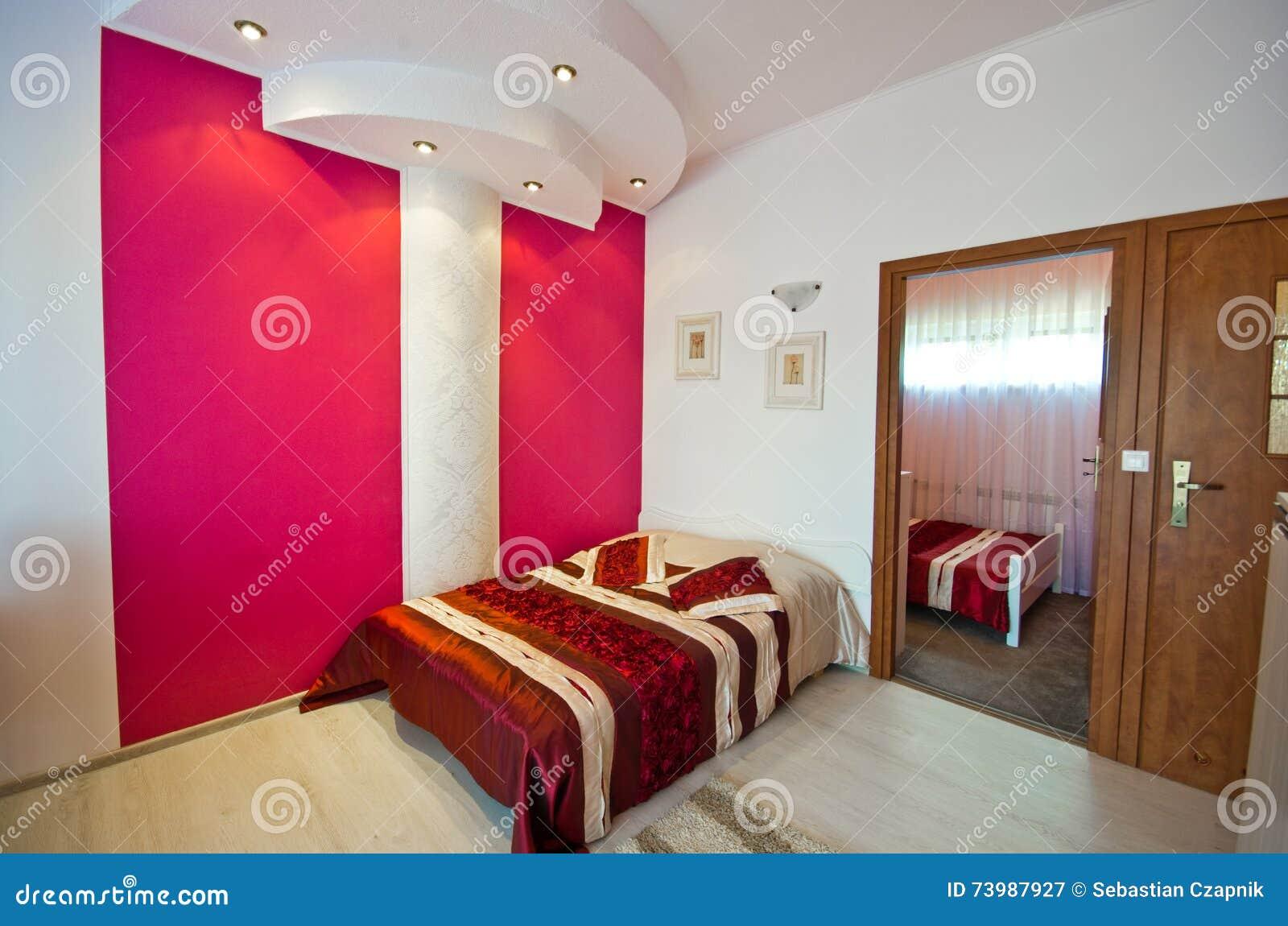 Camera Da Letto Rossa Di Tema Immagine Stock - Immagine di ...