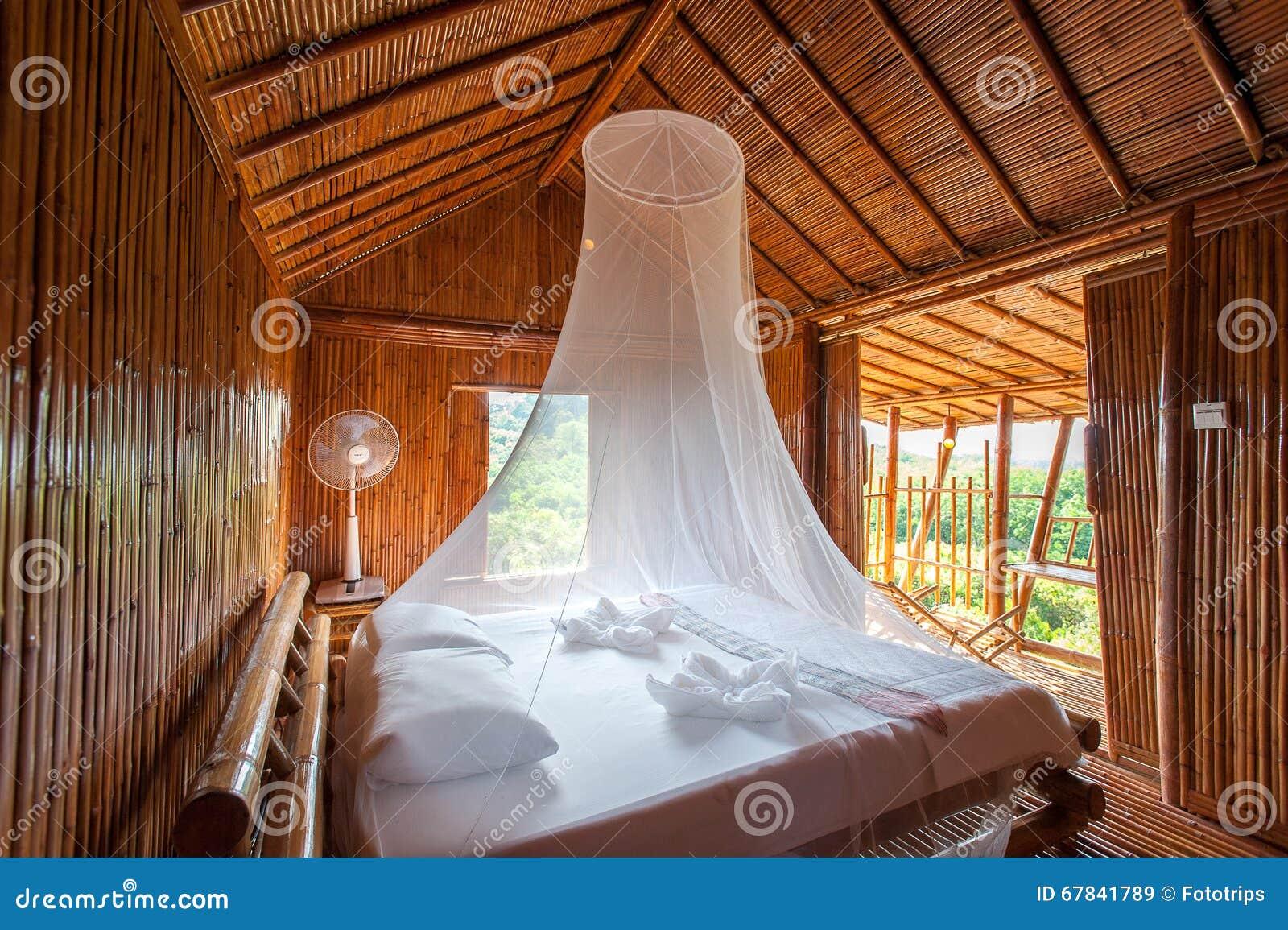Letto Baldacchino Bambu.Camera Da Letto Rurale Di Stile Con Il Letto Del Baldacchino