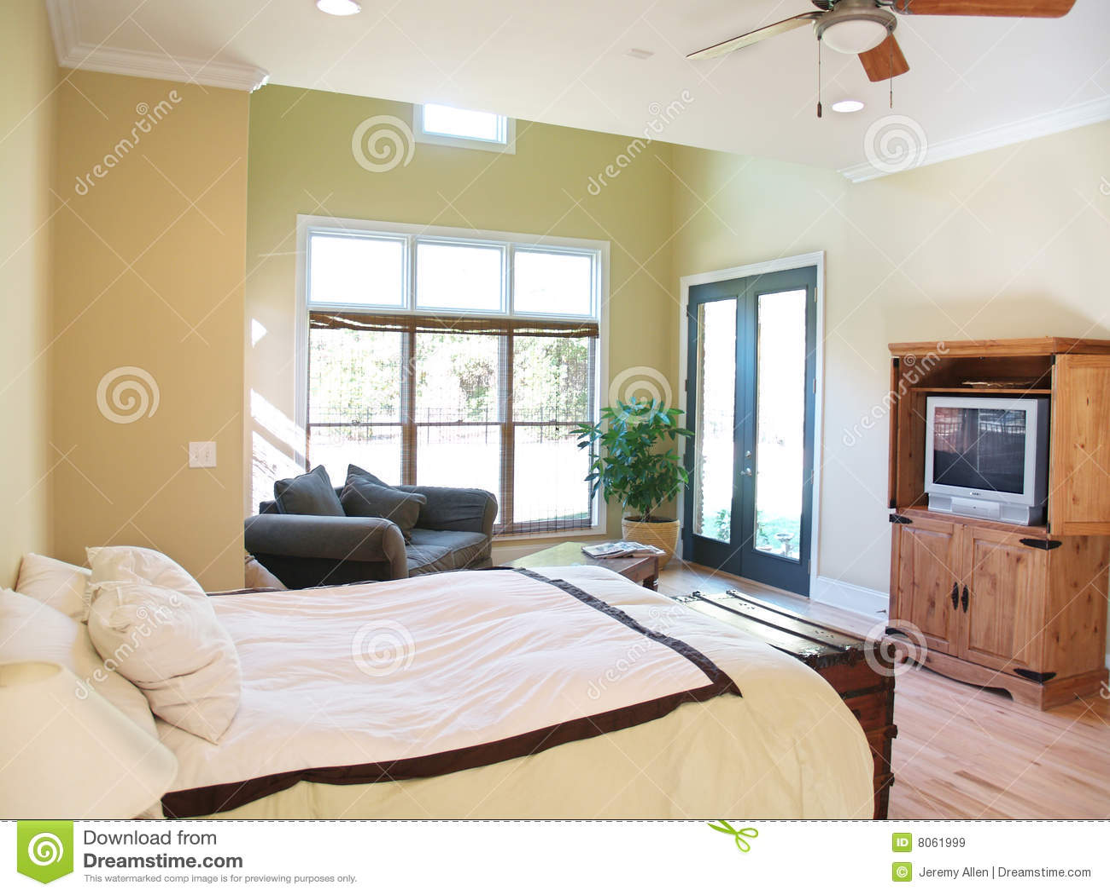 Camera da letto rustica luminosa immagine stock immagine - Camera da letto rustica moderna ...