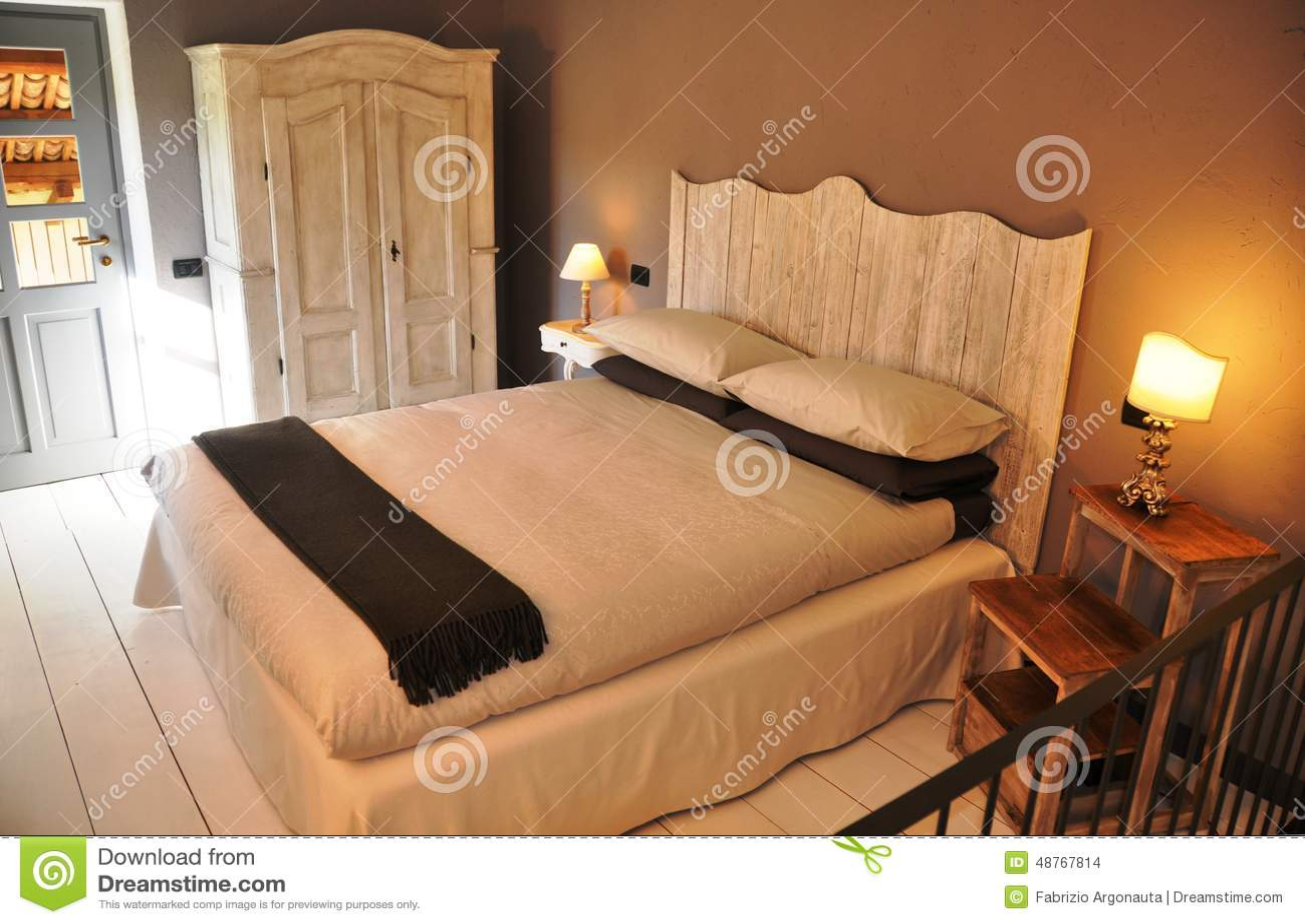 camera da letto stile country italiana accogliente fotografia ... - Camera Da Letto Stile Country