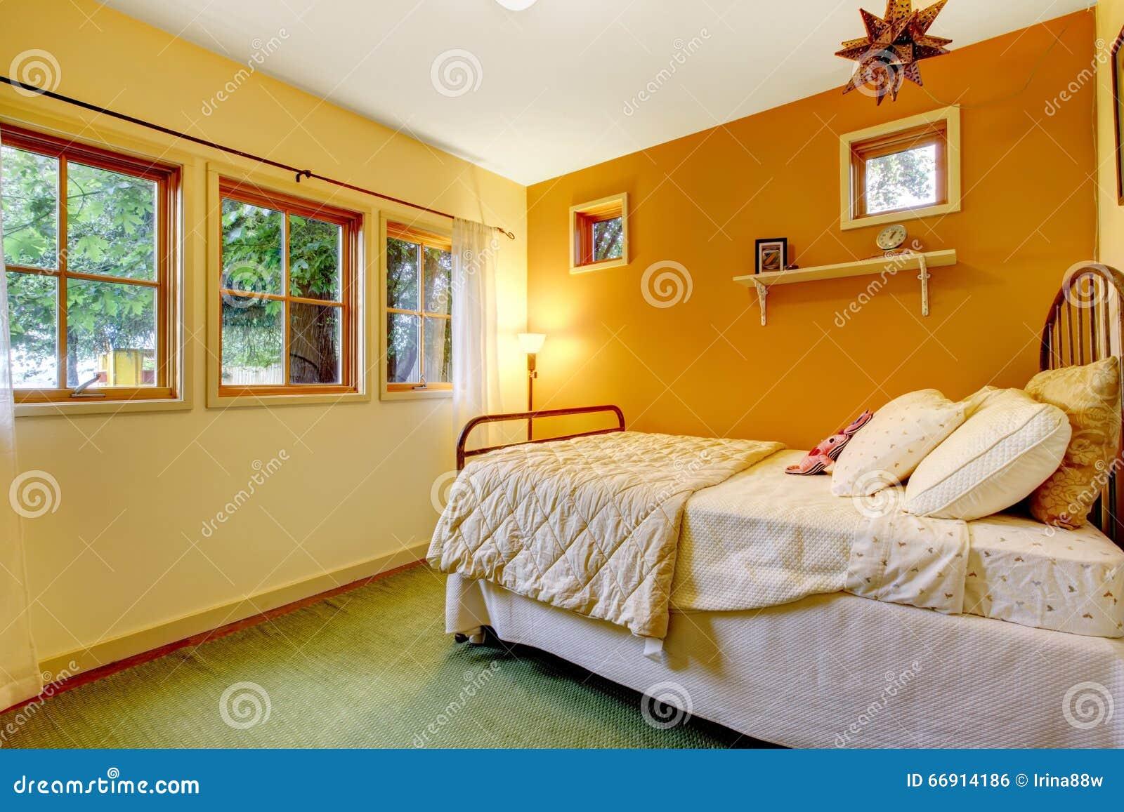 Camera da letto variopinta e accogliente delle ragazze con - Bagiu per camera da letto ...