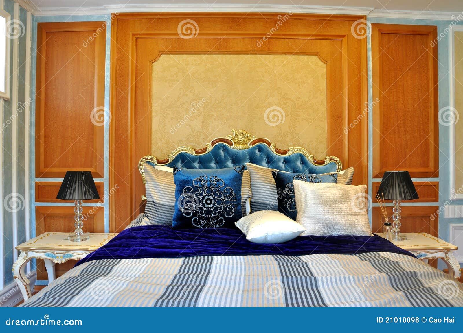 Camera Da Letto Di Colore Blu : Camera da letto vivace di colore fotografie stock libere
