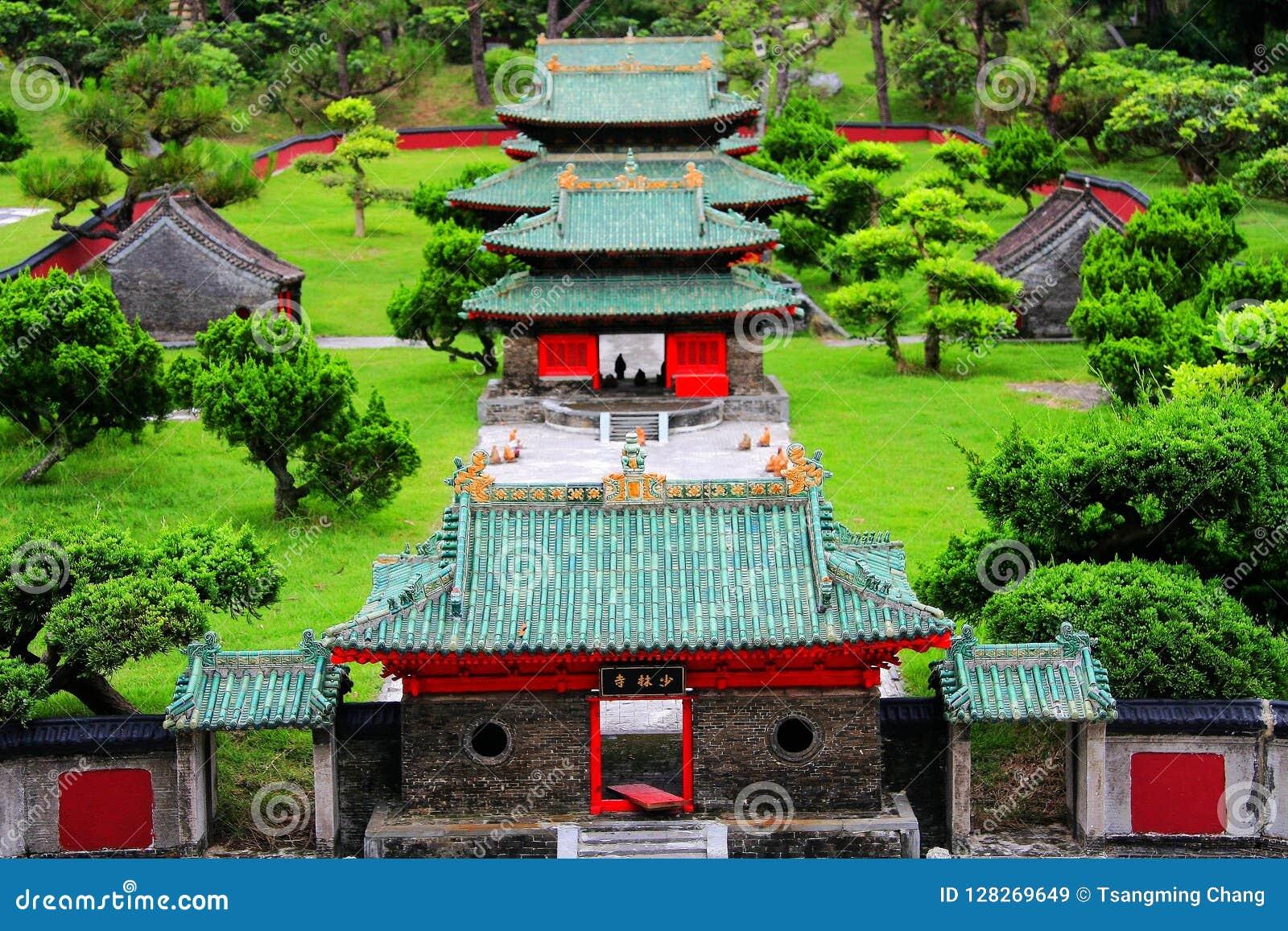 Camera di lusso antica cinese nel parco a tema cinese splendido della cultura