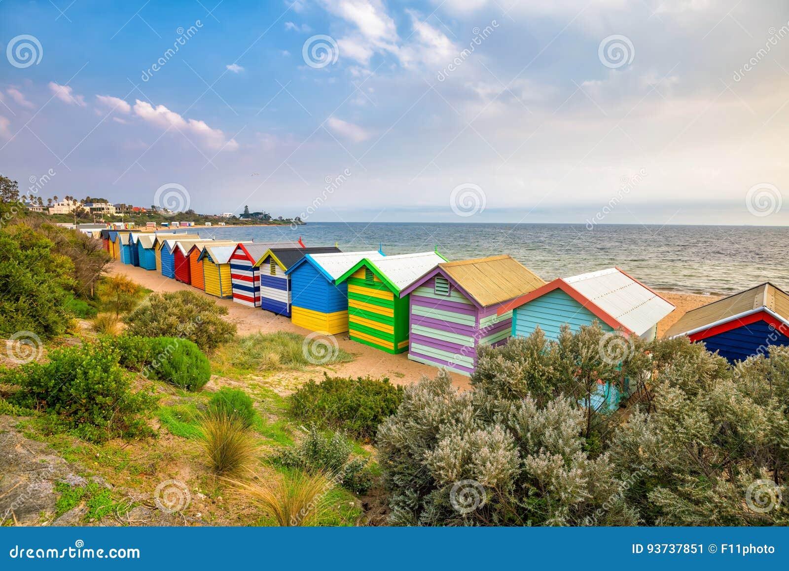Camera di spiaggia variopinta a Brighton Beach, Melbourne