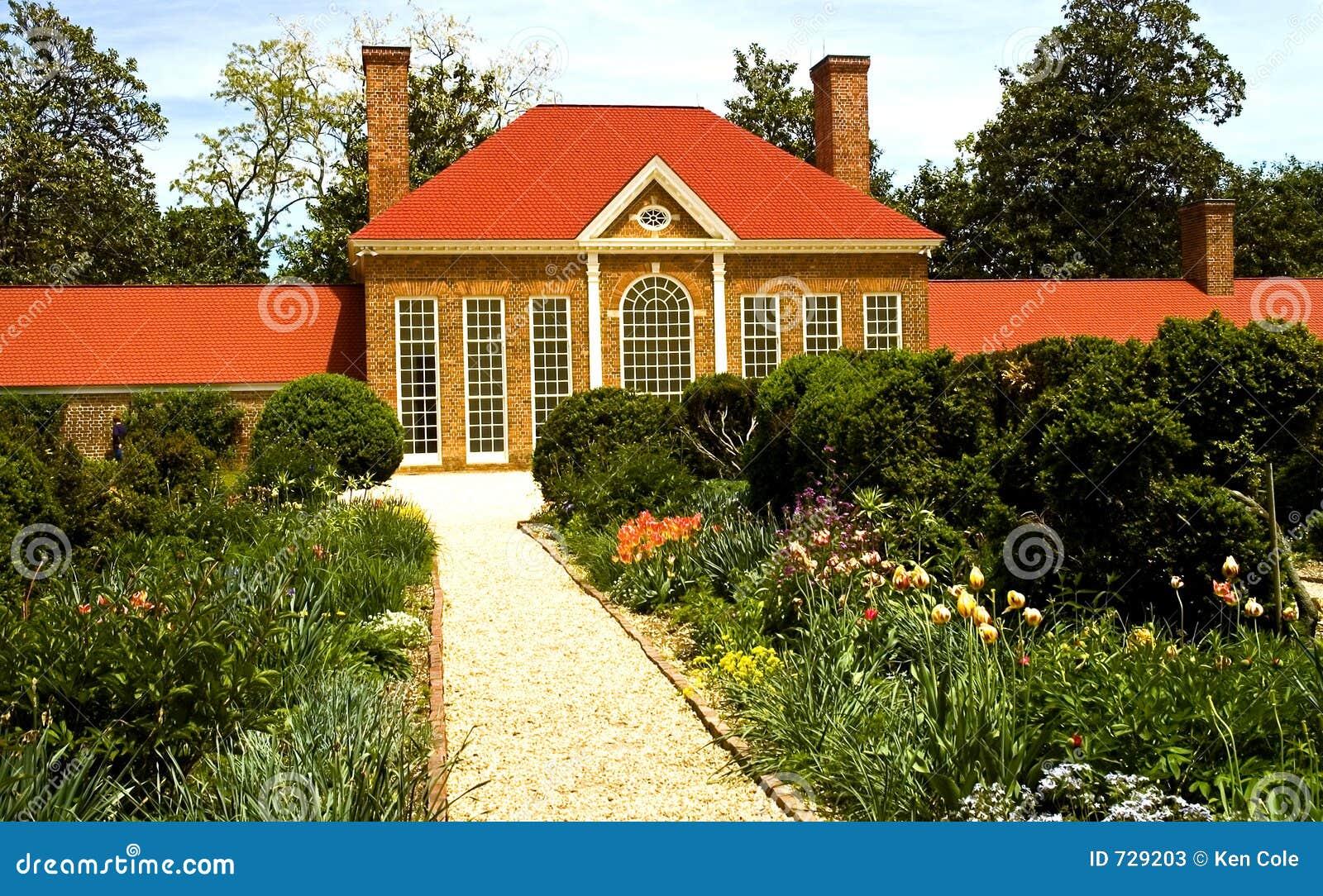 Camera e giardino di fiore