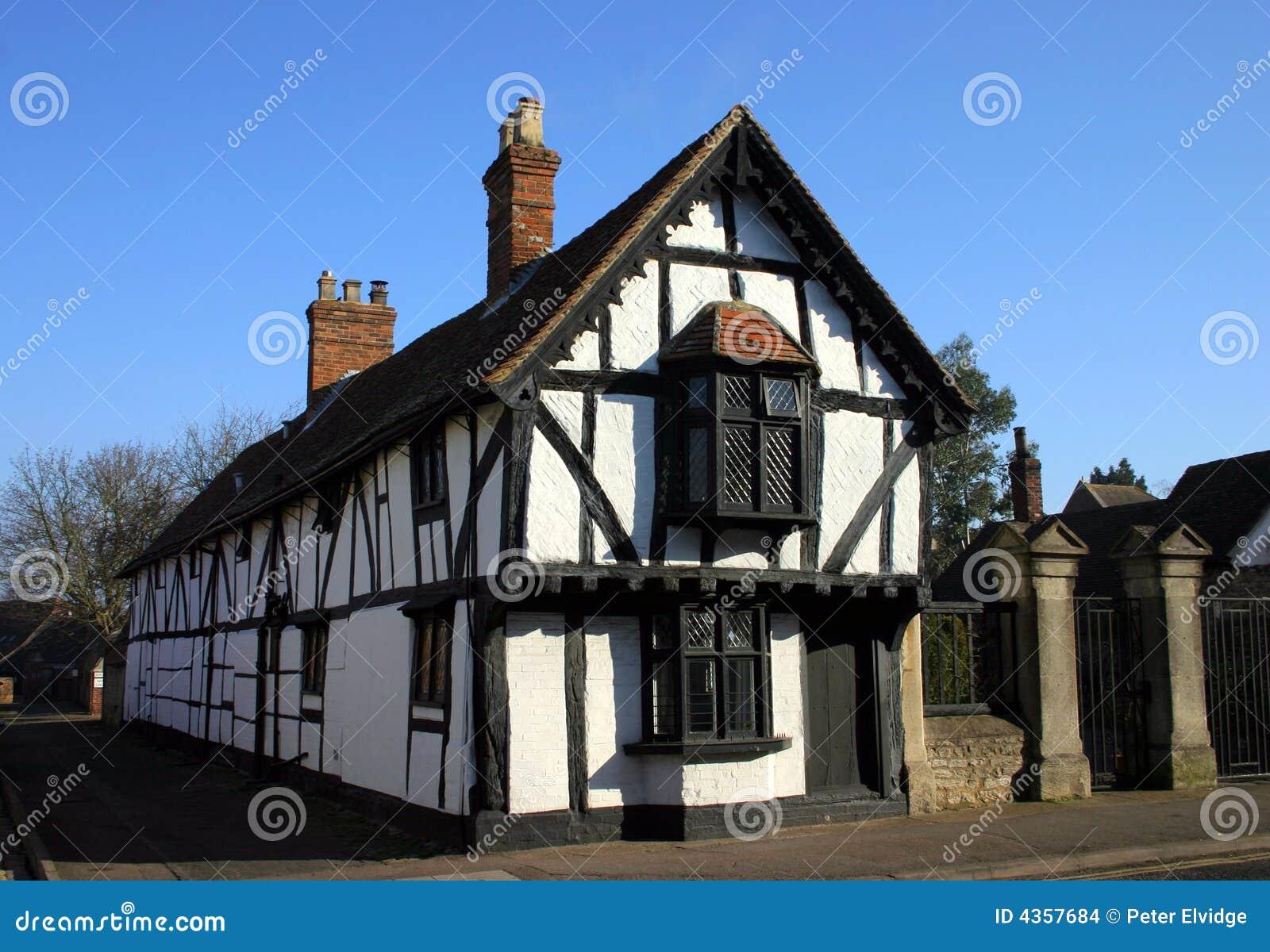 Super Camera Lunga Di Stile Di Tudor Fotografia Stock - Immagine: 4357684 ZD24
