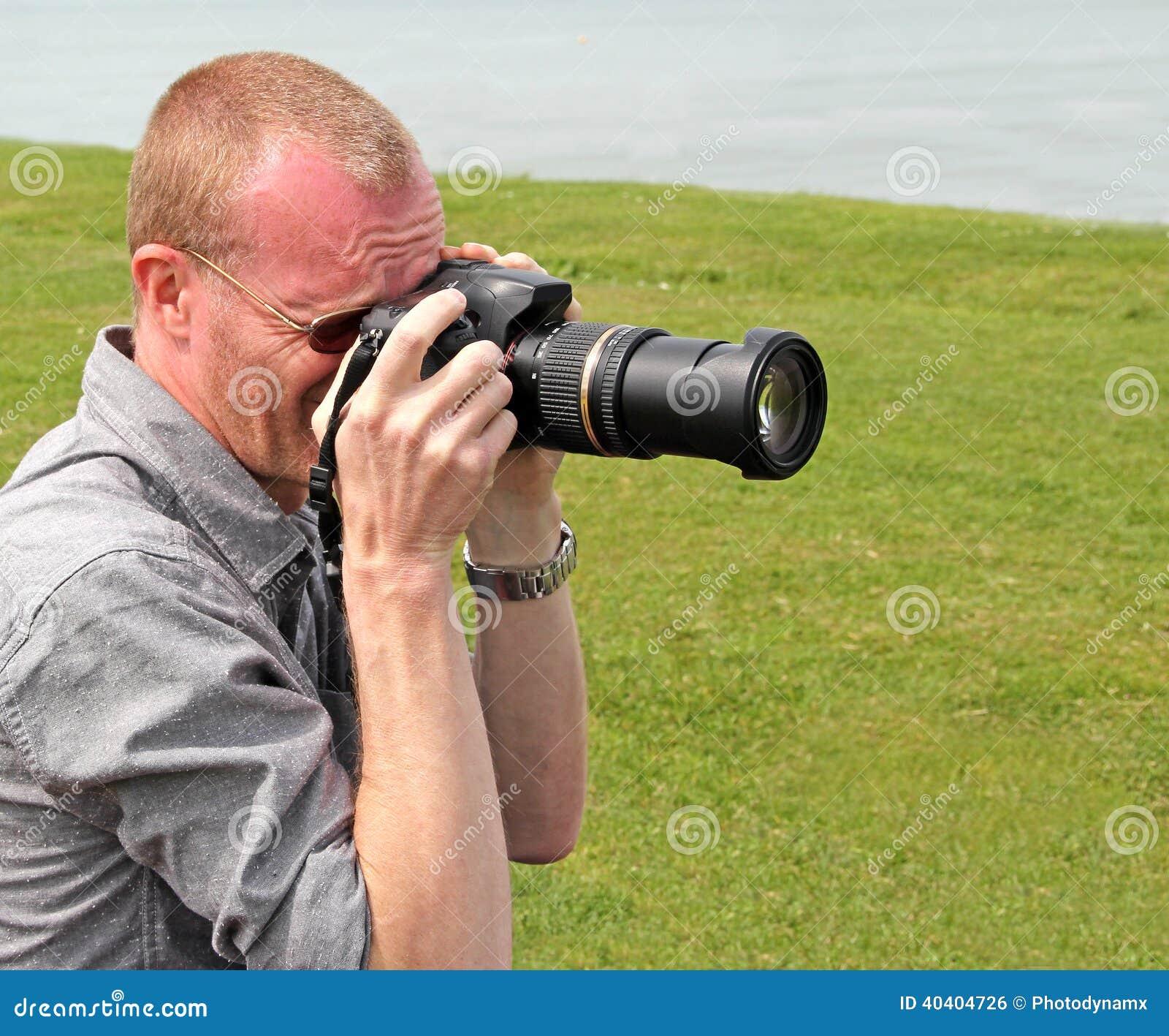 Cameraman de photographe par la mer