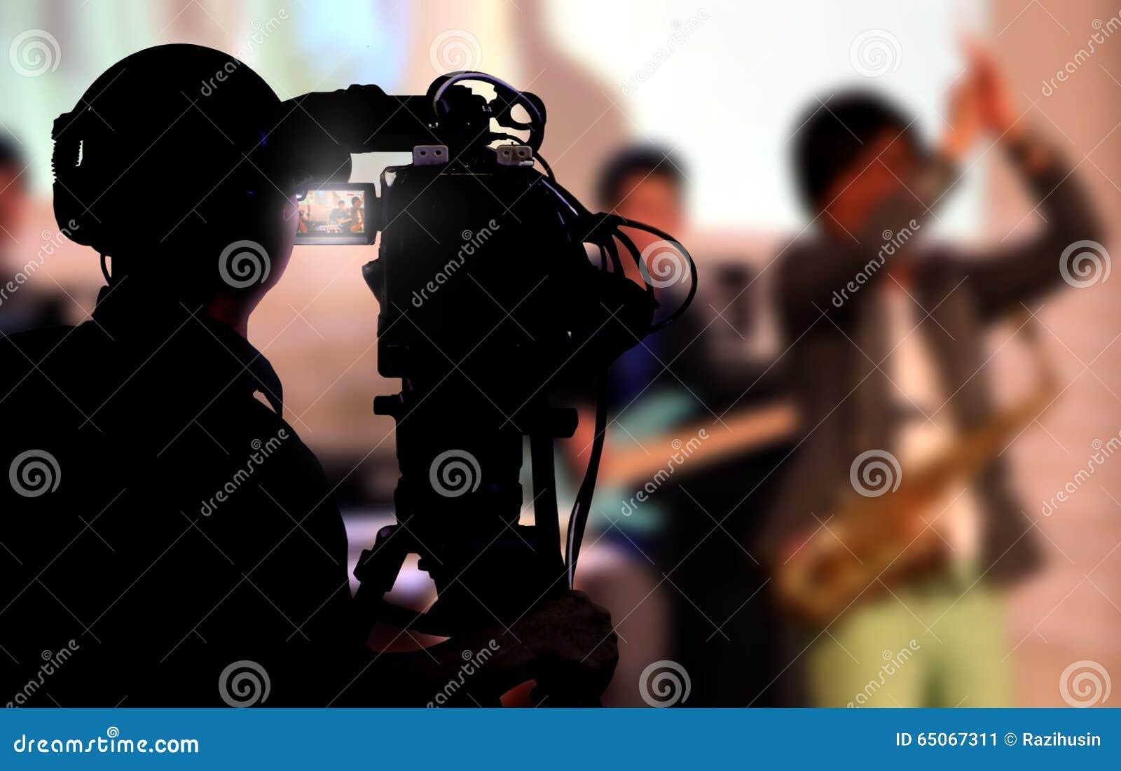 Cameraman tirant un concert vivant