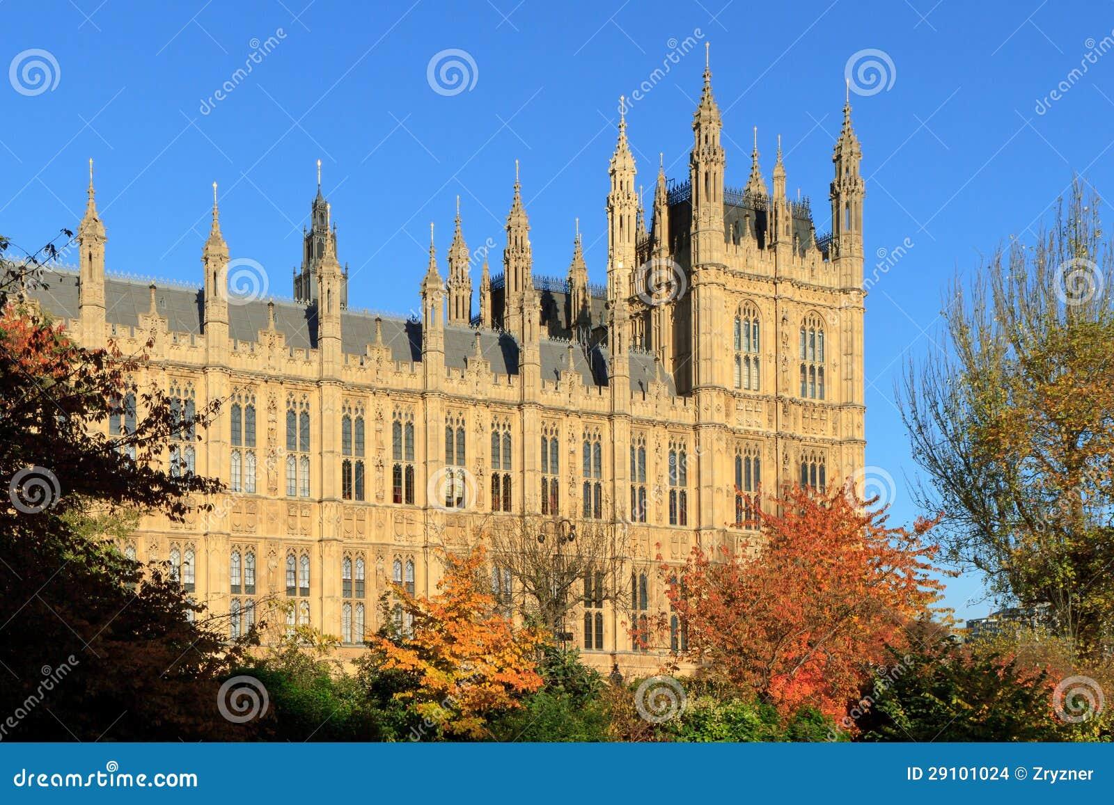 camere del parlamento e dei cespugli colorati fotografia