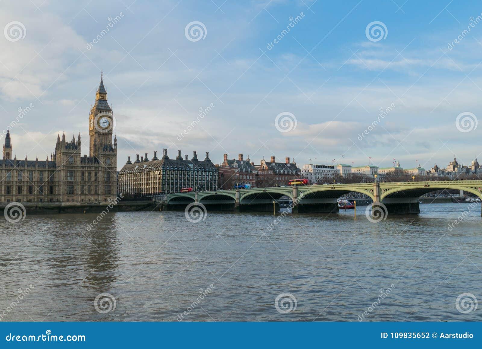 Camere del Parlamento, grande Ben And Westminster Bridge In Londra, Regno Unito