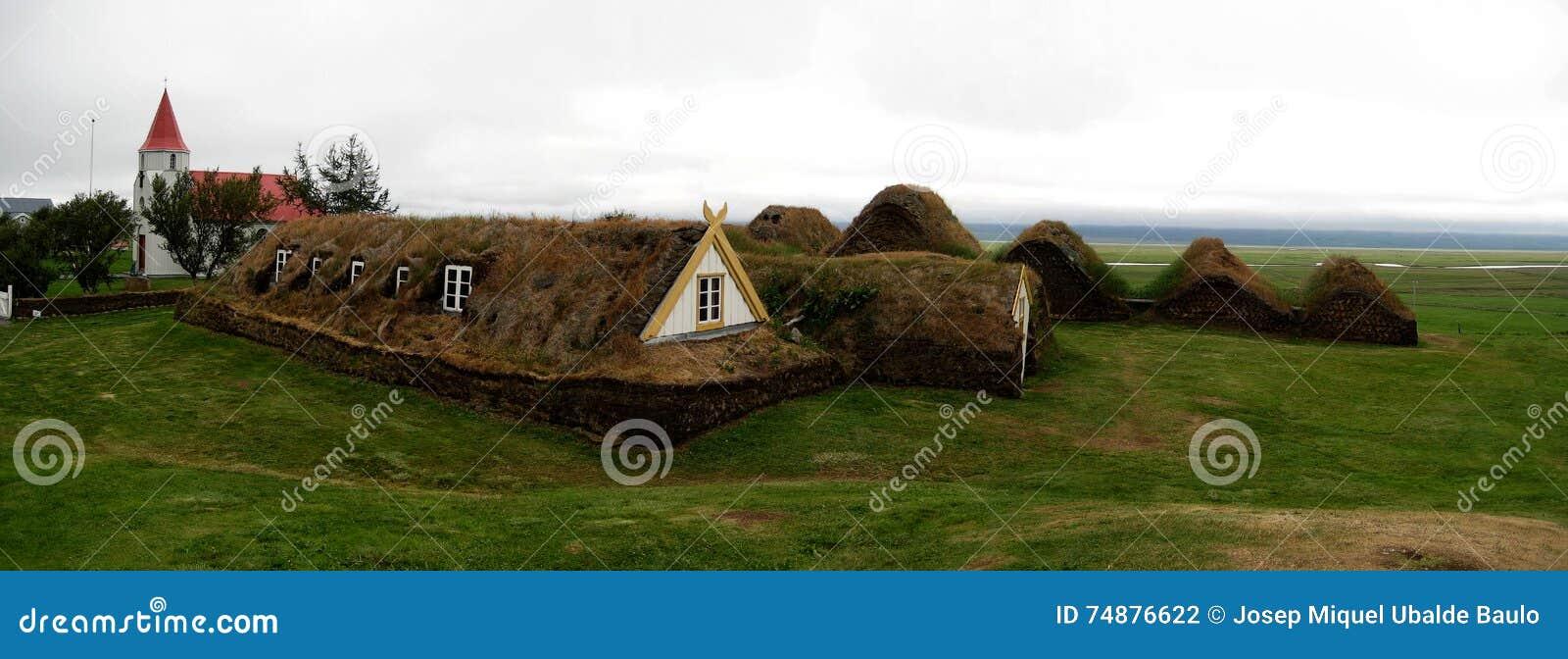 Camere islandesi tradizionali del tappeto erboso