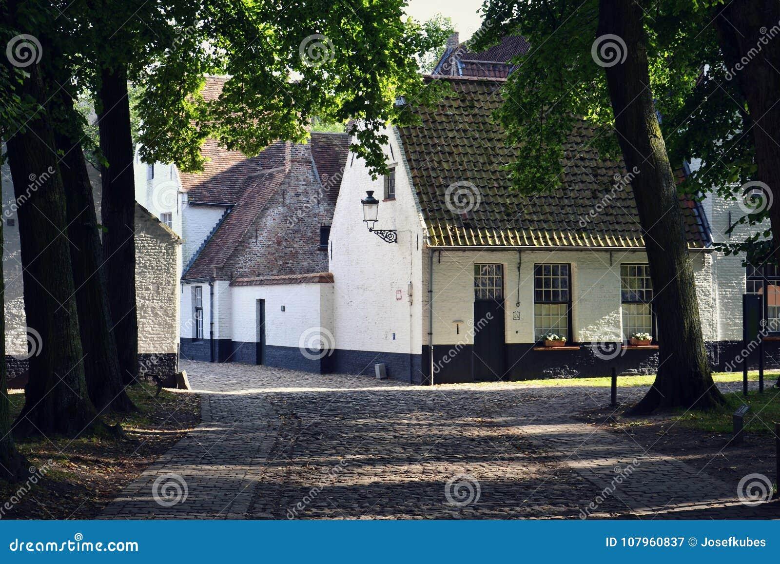 Camere nel complesso principesco di Beguinage dieci Wijngaerde a Bruges, Belgio