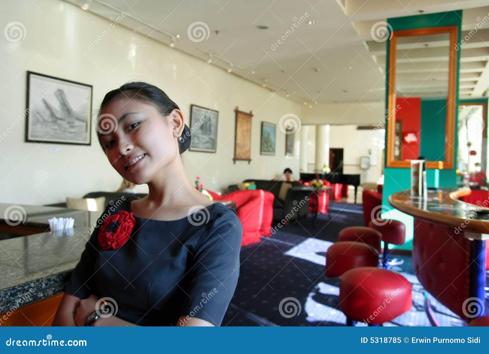 Download Cameriera Di Bar Sul Lavoro Immagine Stock - Immagine di cameriere, waitress: 5318785