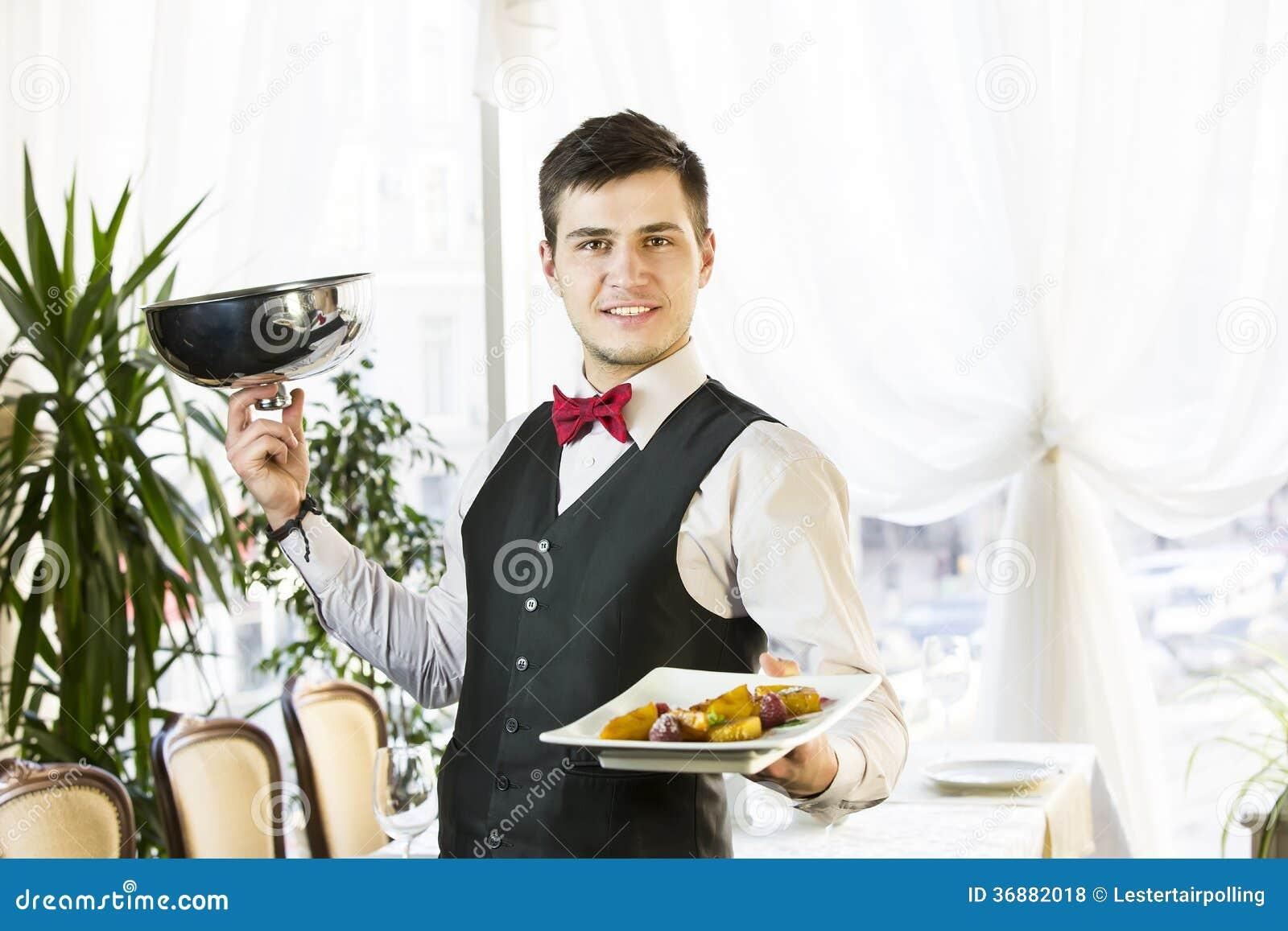 Download Cameriere fotografia stock. Immagine di bevanda, amore - 36882018