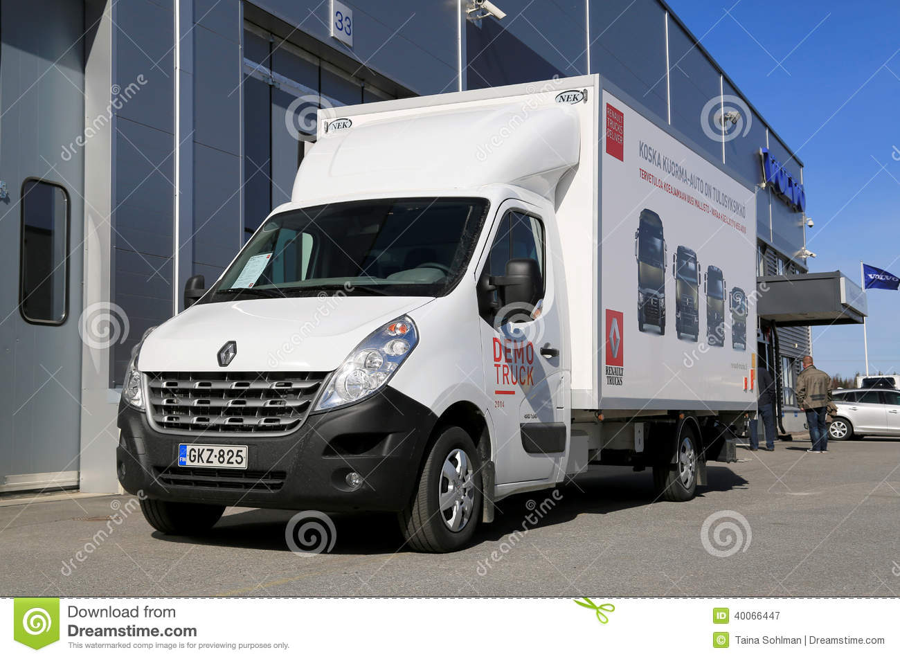 cami n de renault master 150 35 cc l3 fotograf a editorial imagen 40066447. Black Bedroom Furniture Sets. Home Design Ideas