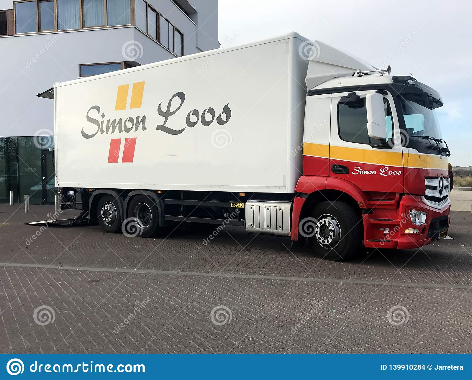 Camión de reparto de Simon Loos Mercedes Benz
