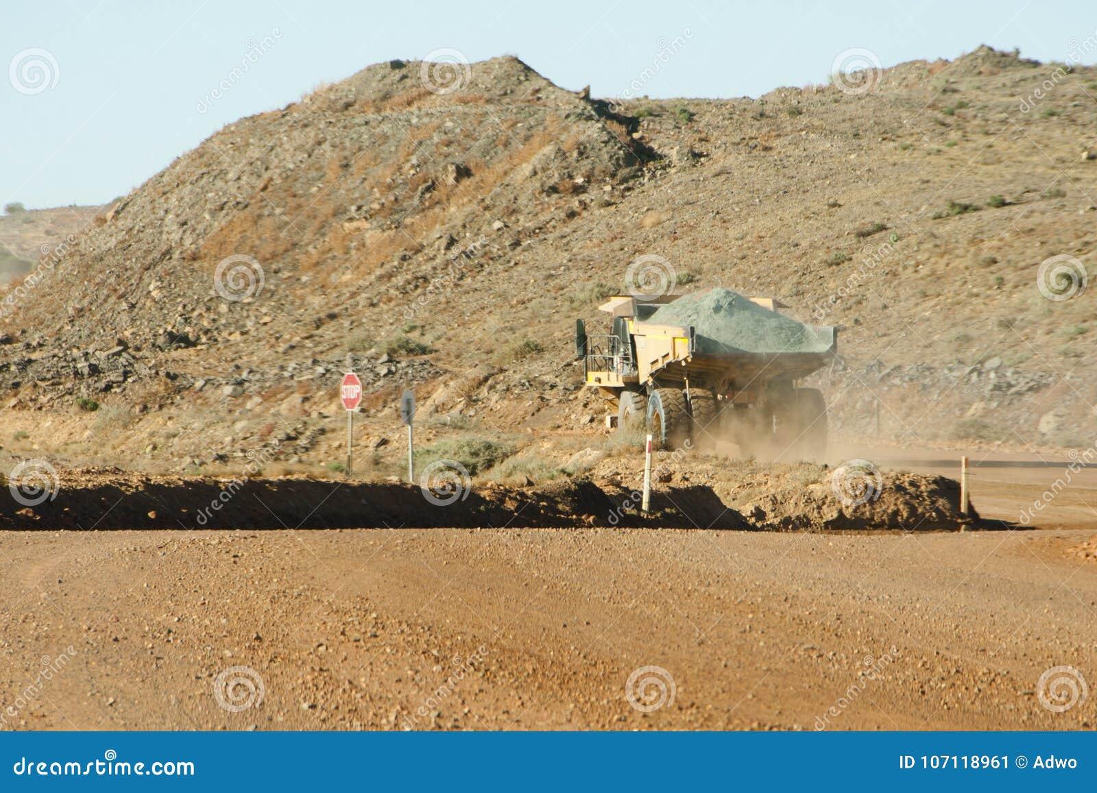 Camión volquete de la explotación minera