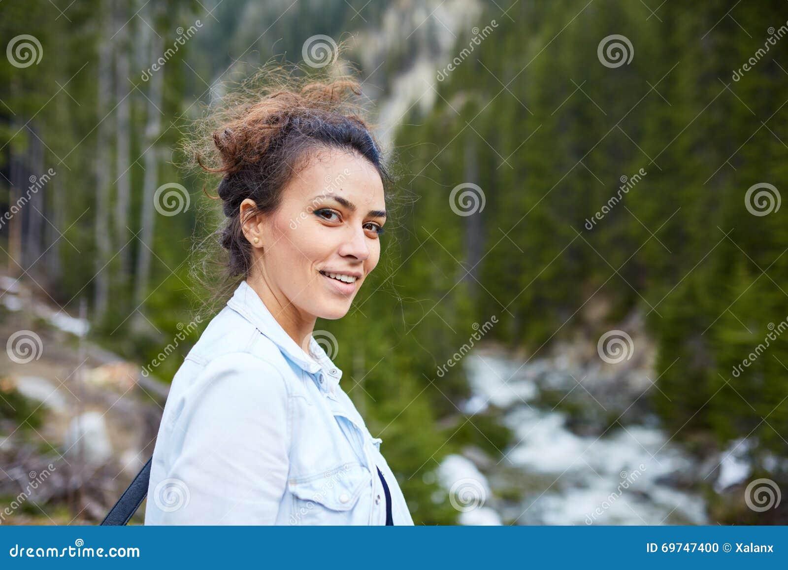 Caminante feliz de la mujer