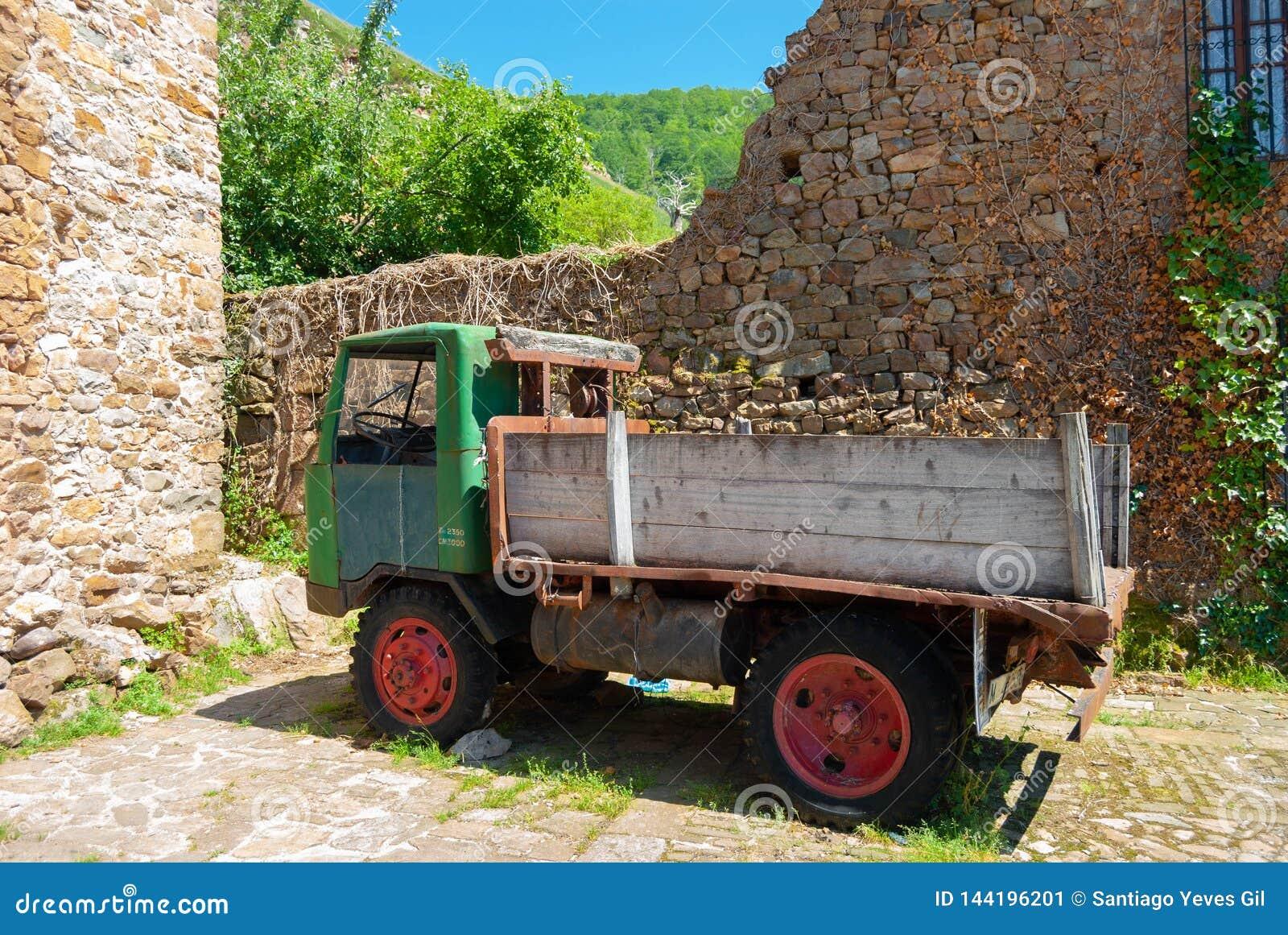 Caminhão clássico antigo do vintage