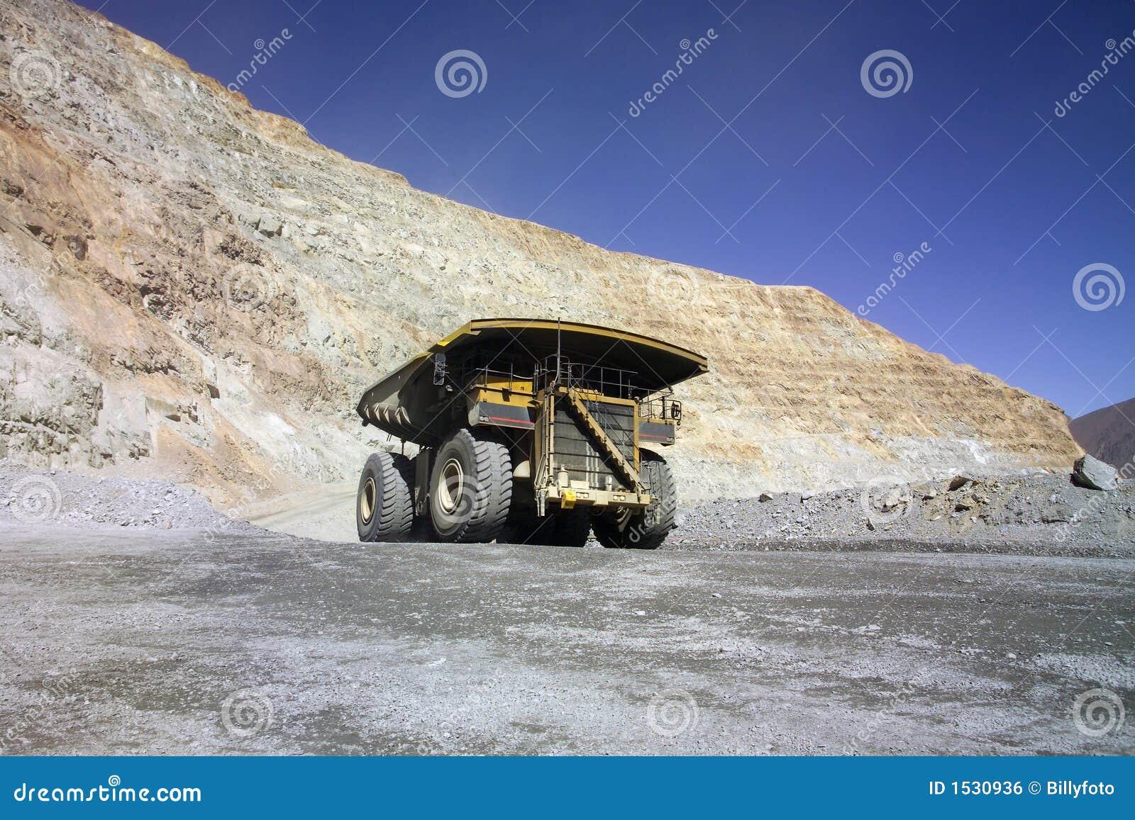 Caminhão de mineração enorme