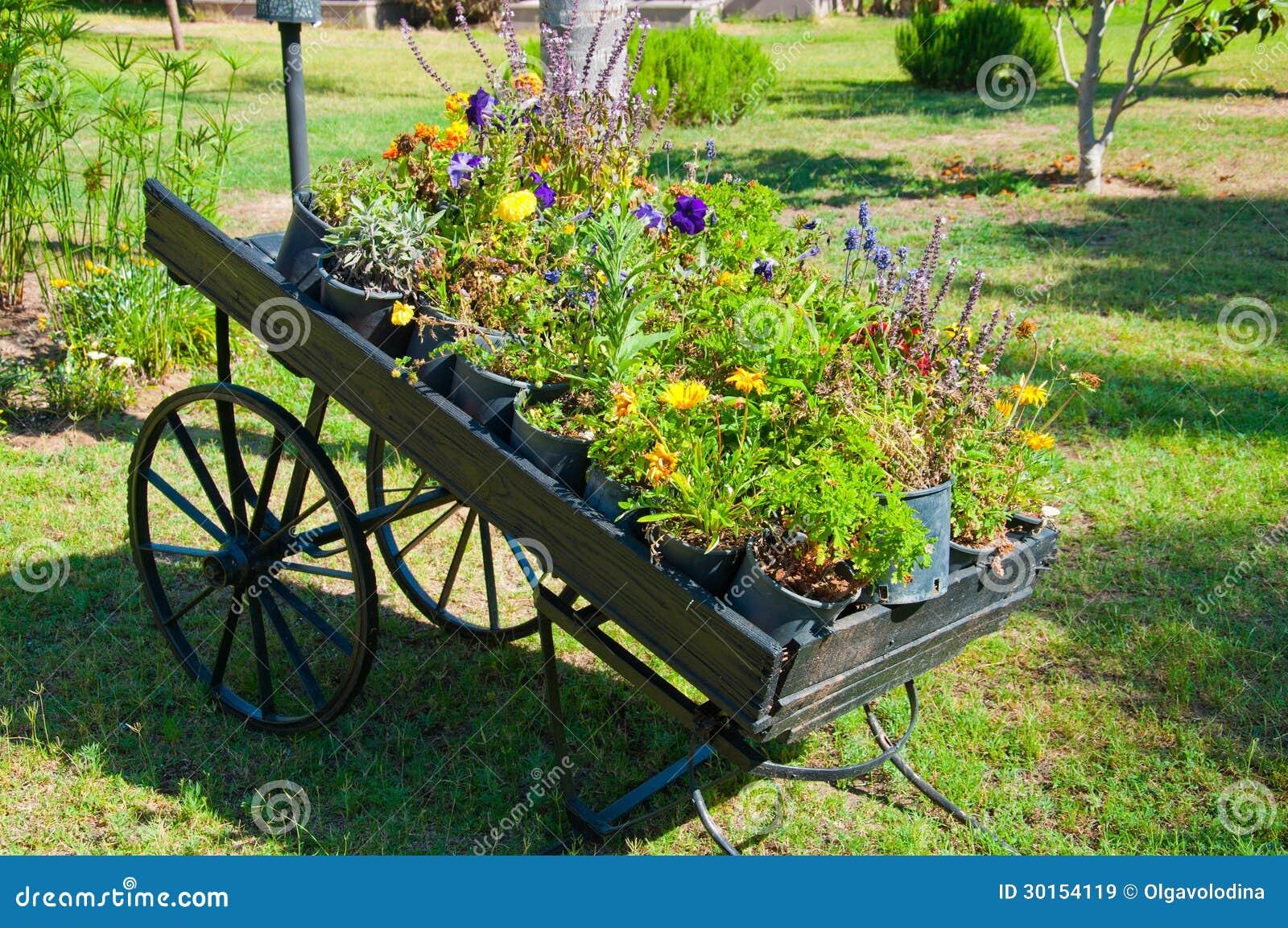decoracao jardim paletes : decoracao jardim paletes: de ` Caminhão de pálete de madeira como a decoração do jardim