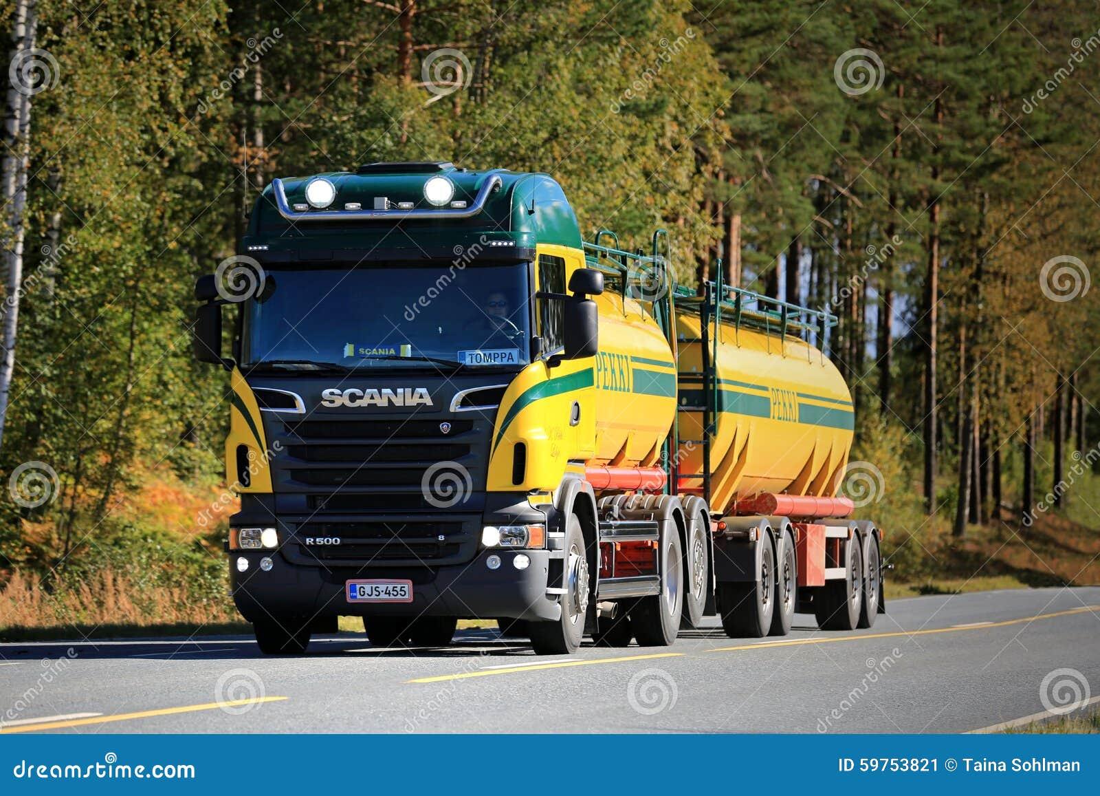 Caminhão de tanque de Scania R500 V8 na estrada