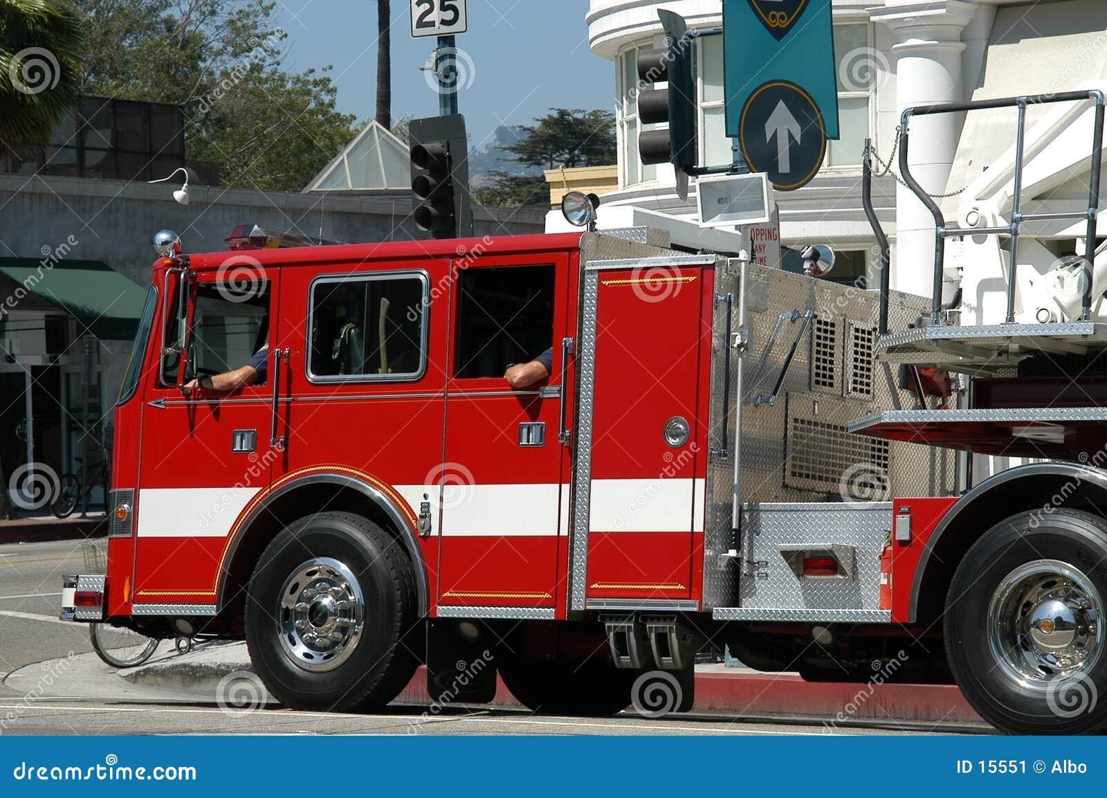 Caminhão do departamento dos bombeiros