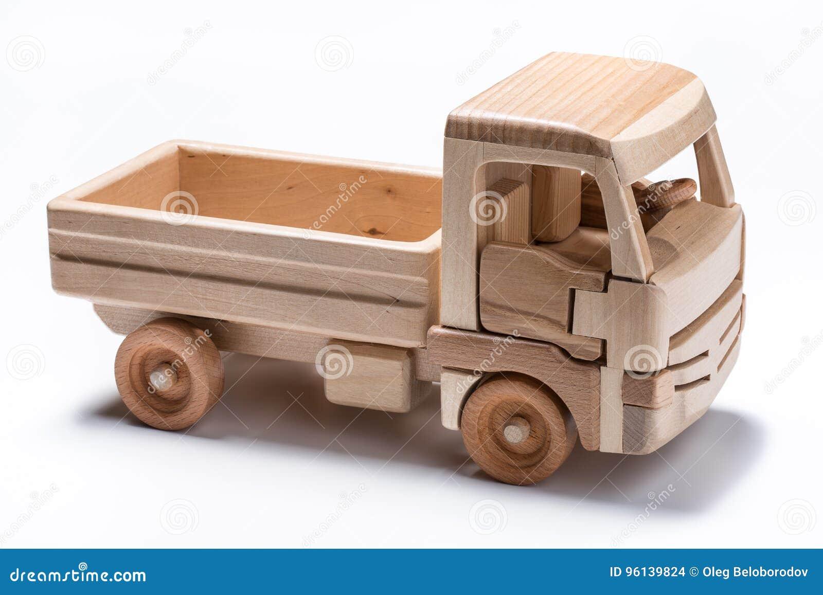 Caminhão isolado & x28; lorry& x29; brinquedo no fundo branco
