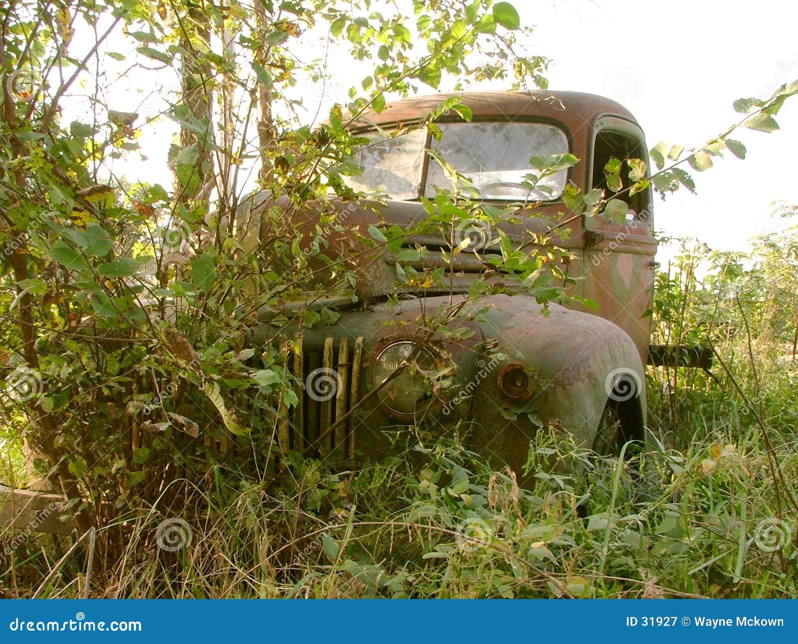 Caminhão oxidado