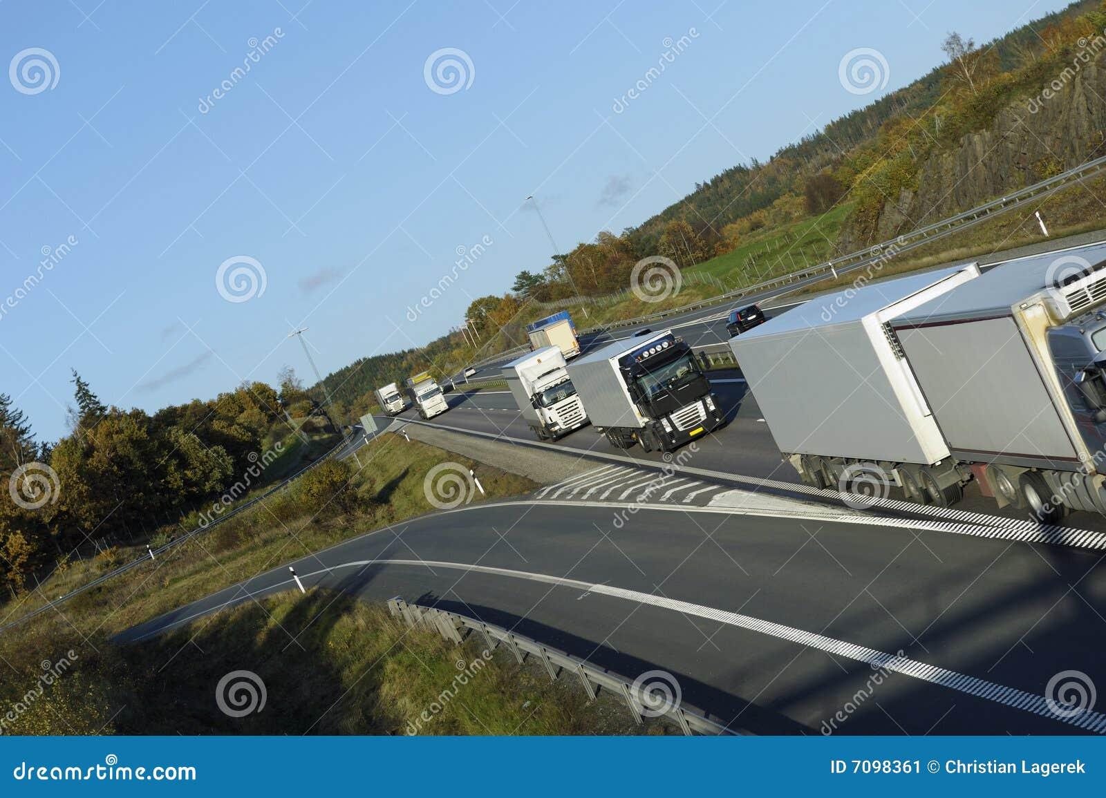 Caminhão que conduz o combóio