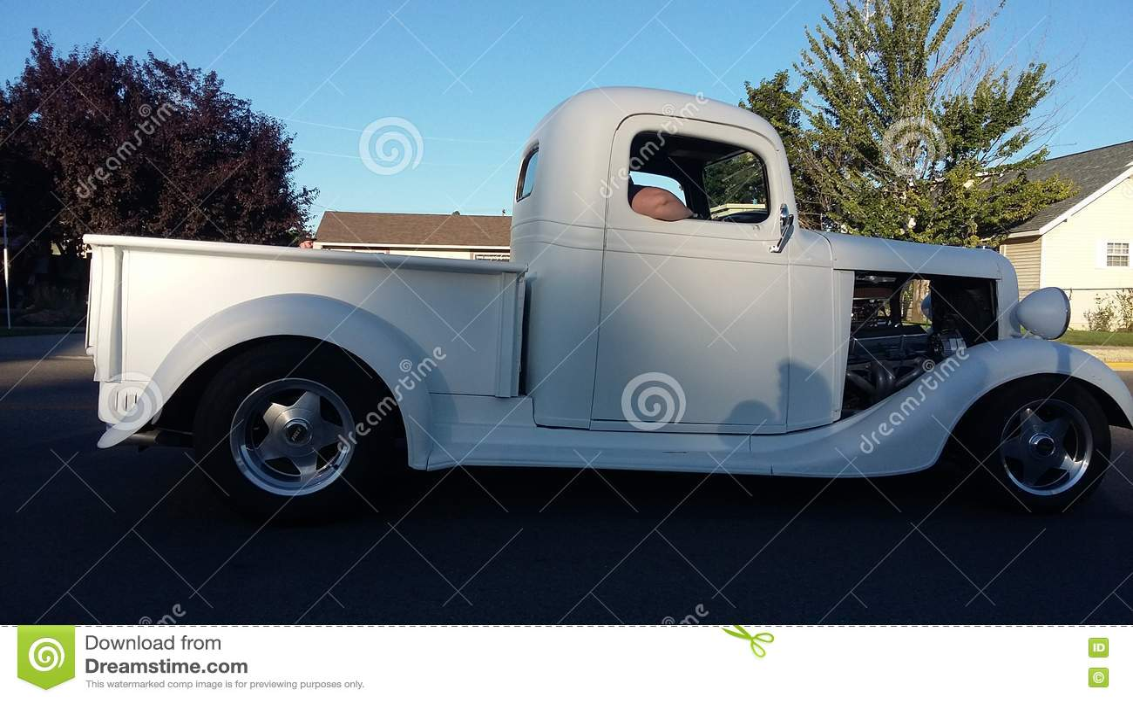 Caminhão velho do branco dos anos 50