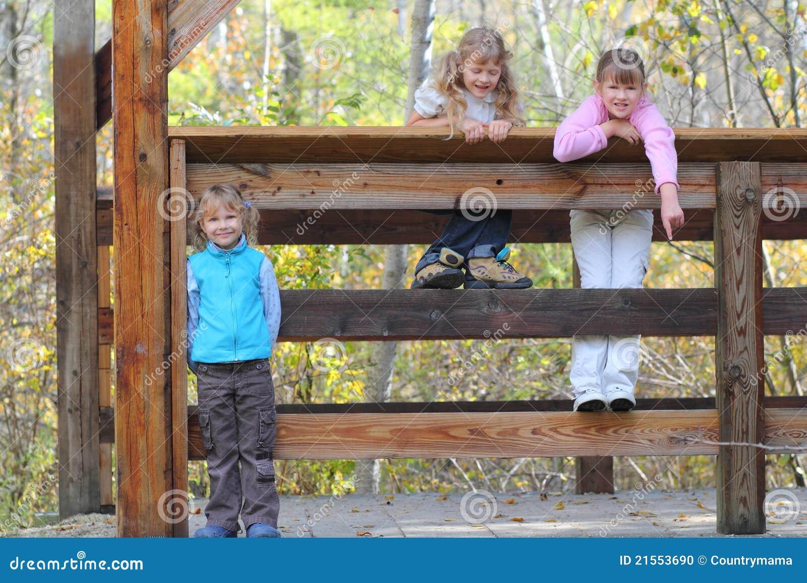 Caminhada de três meninas