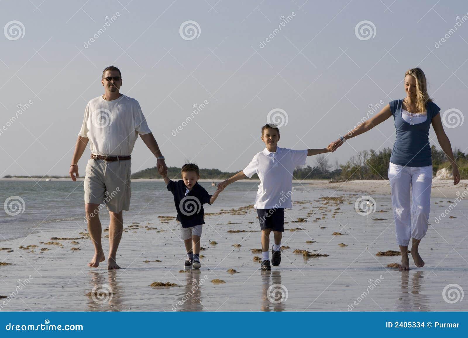 Caminhada em uma praia