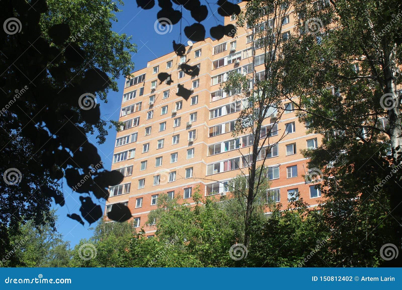 Caminhada a Korolev Parque do hospital e de rua de Makarenko casa