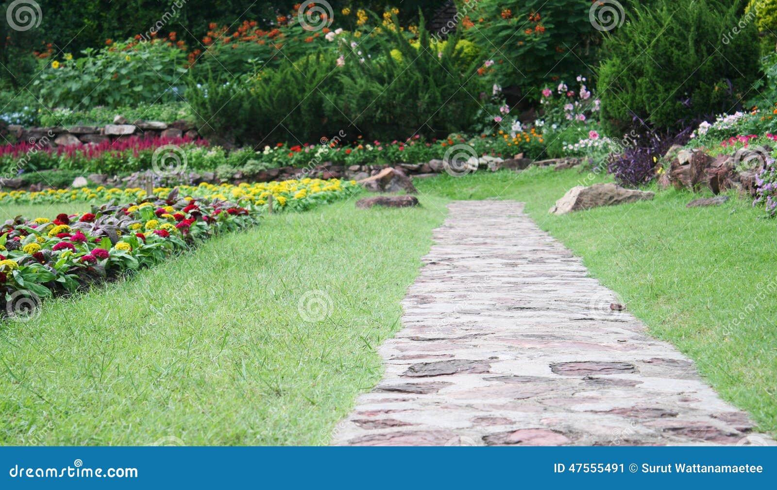 pedra jardim caminho:Caminho De Pedra No Jardim Foto de Stock – Imagem: 47555491