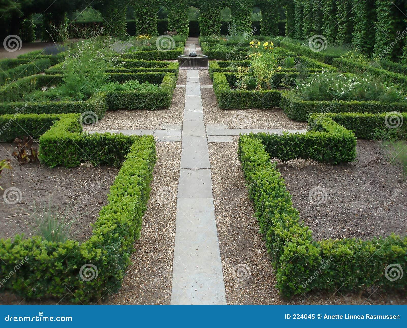 Caminho em um jardim do monastério
