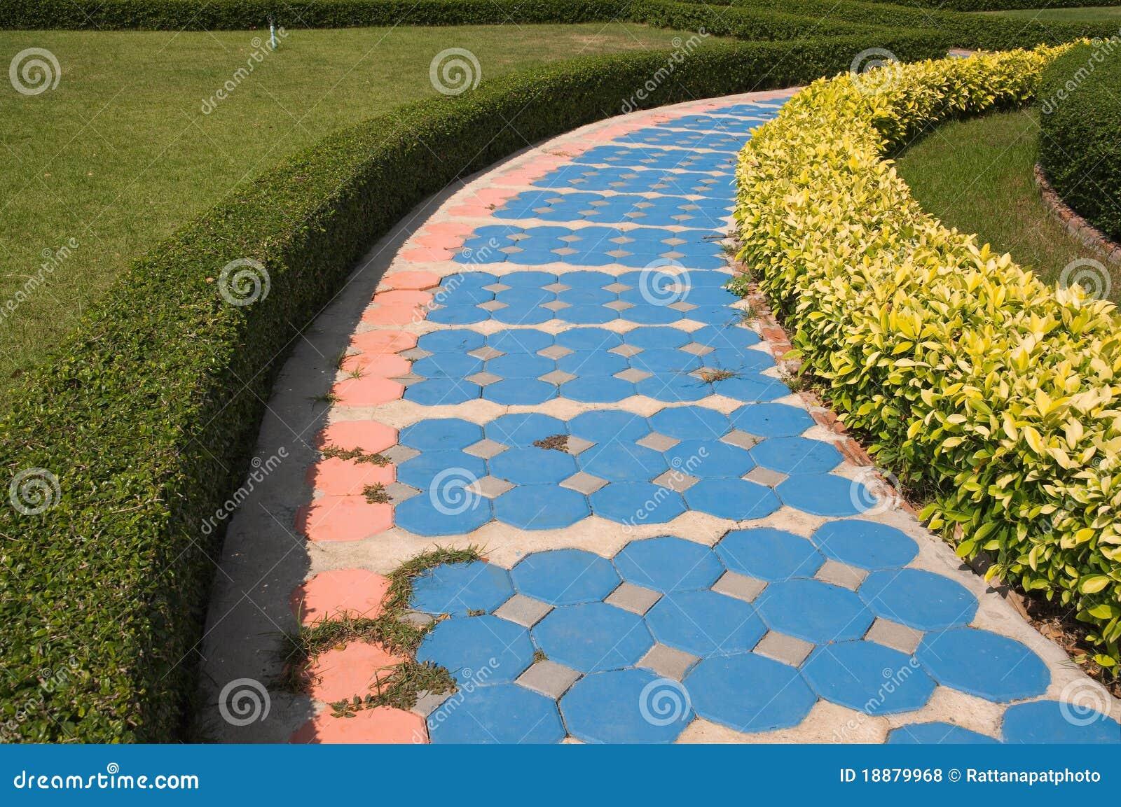 pedra jardim caminho:Caminho No Jardim Fotos de Stock Royalty Free – Imagem: 18879968