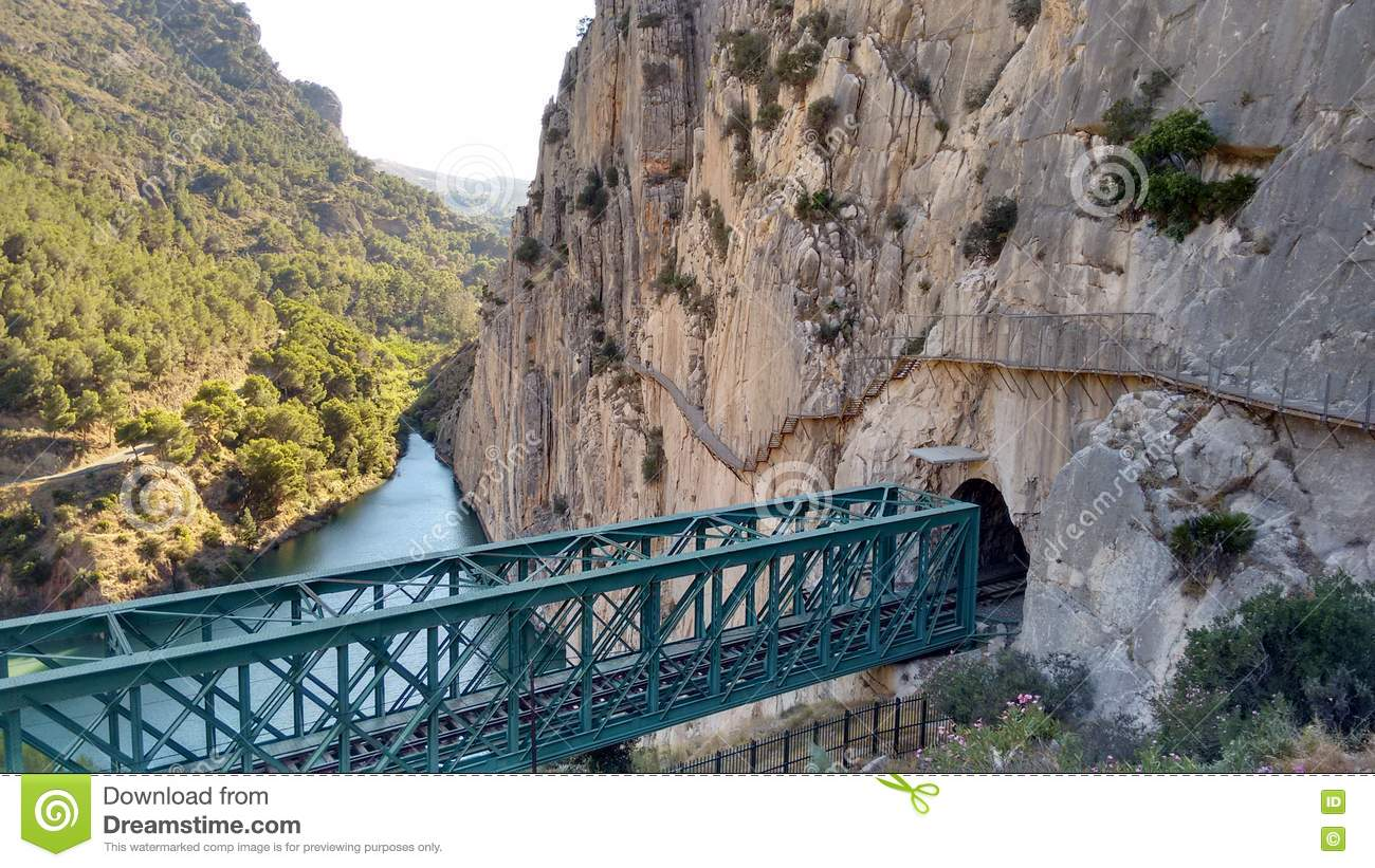 how to get to caminito del rey from malaga