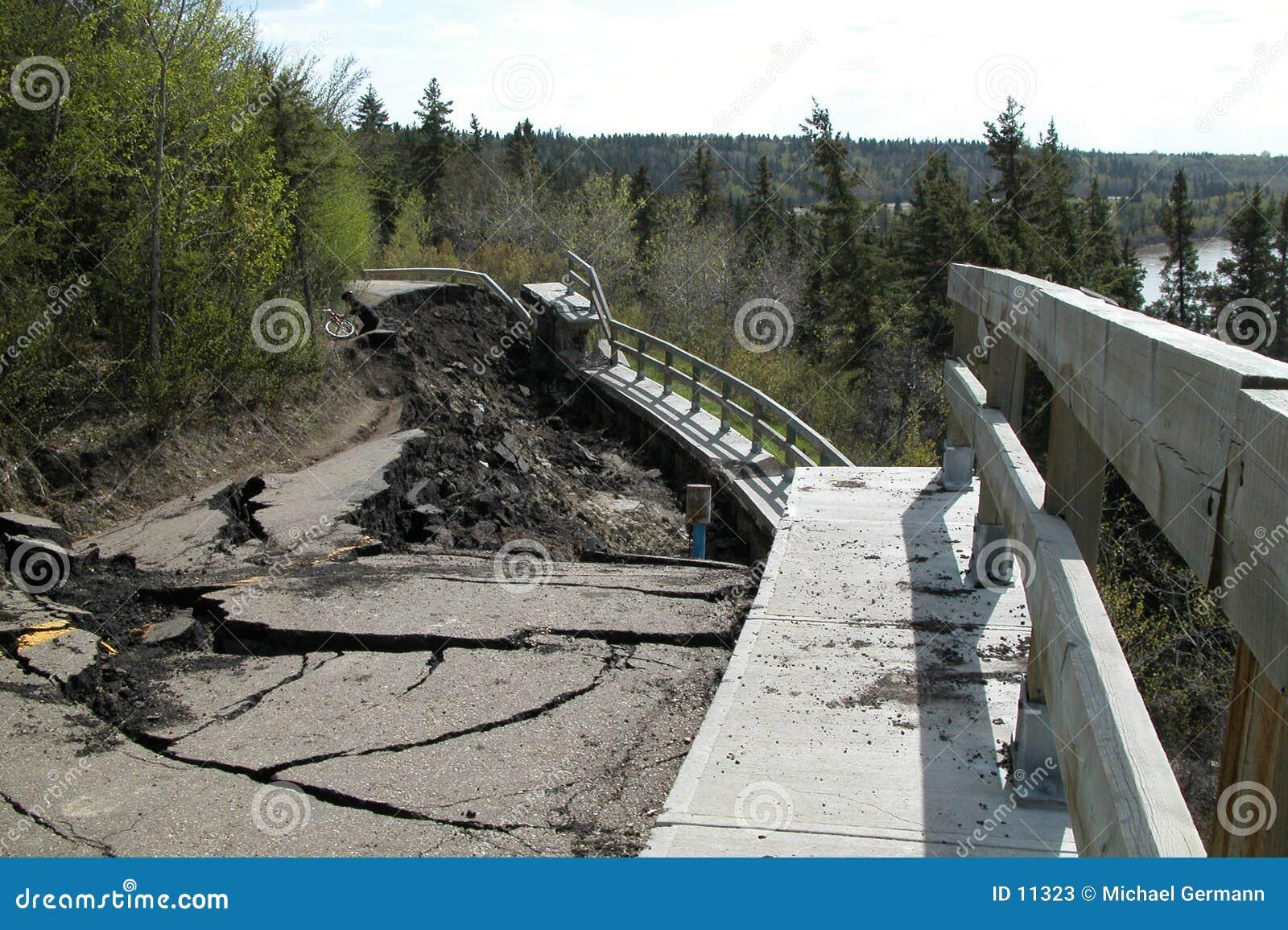Camino ausente caido