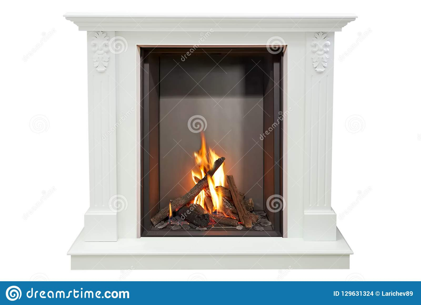 Camino Classico Bianco : Camino classico bruciante di marmo bianco isolato su bianco
