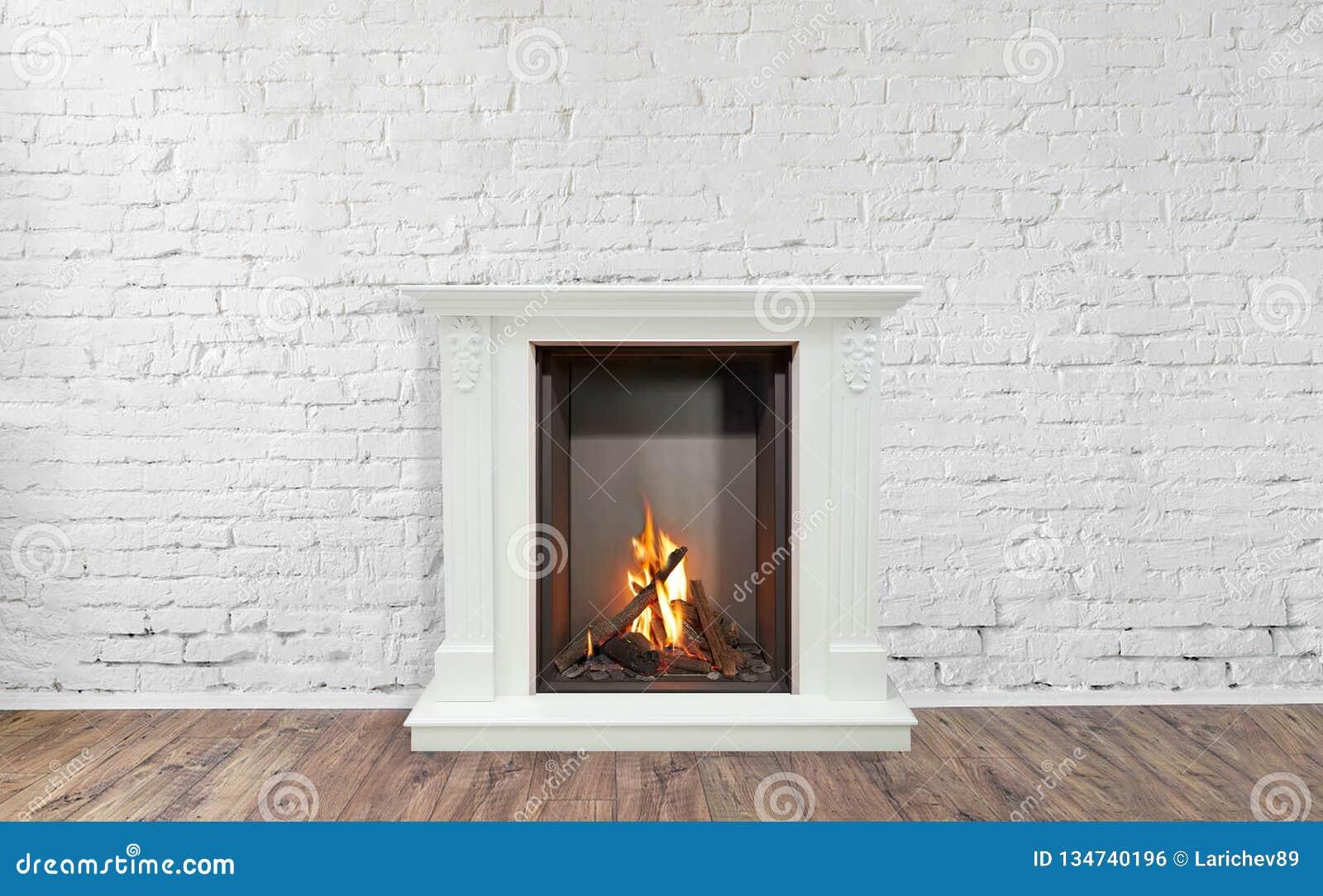 Camino Classico Bianco : Camino classico bruciante di marmo bianco salone vuoto su fondo