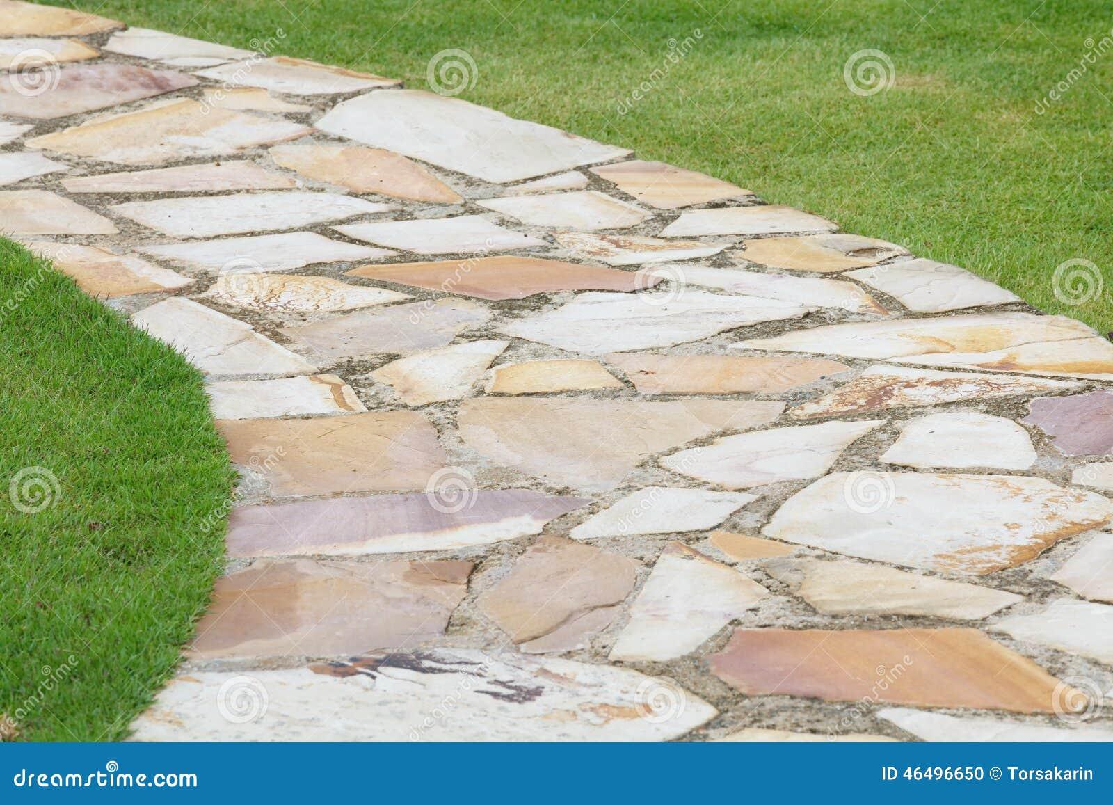 Camino de piedra de la naturaleza del jard n foto de for Caminos de piedra en el jardin