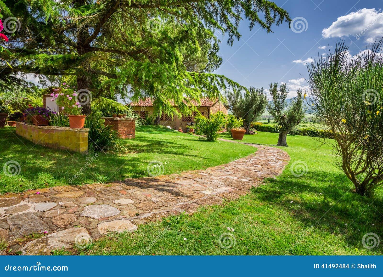Camino de piedra a la casa de campo toscana foto de - Casa rural en la toscana ...