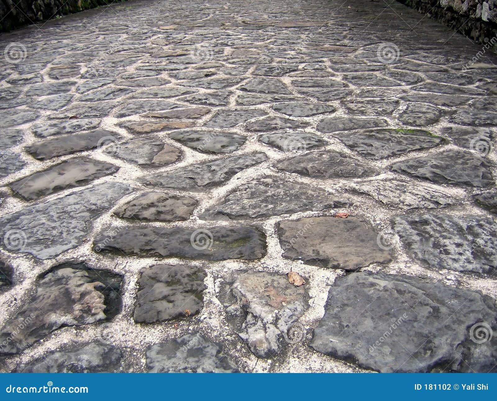 Camino de piedra natural fotograf a de archivo imagen for Camino de piedra jardin