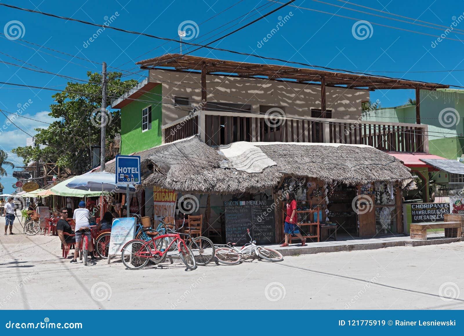 Camino de Sandy con los turistas y las paradas en la isla de Holbox, Quintana R