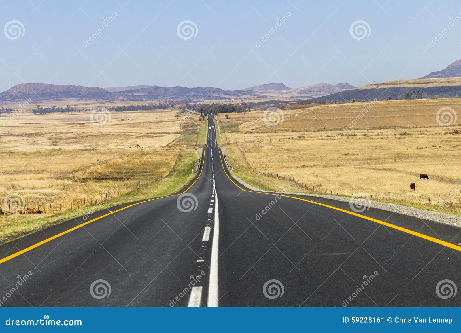 Download Camino derecho imagen de archivo. Imagen de rural, vehículos - 59228161