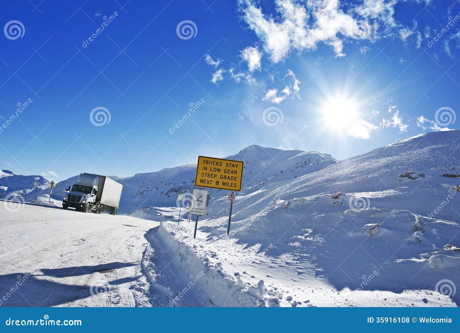 Camino peligroso del invierno
