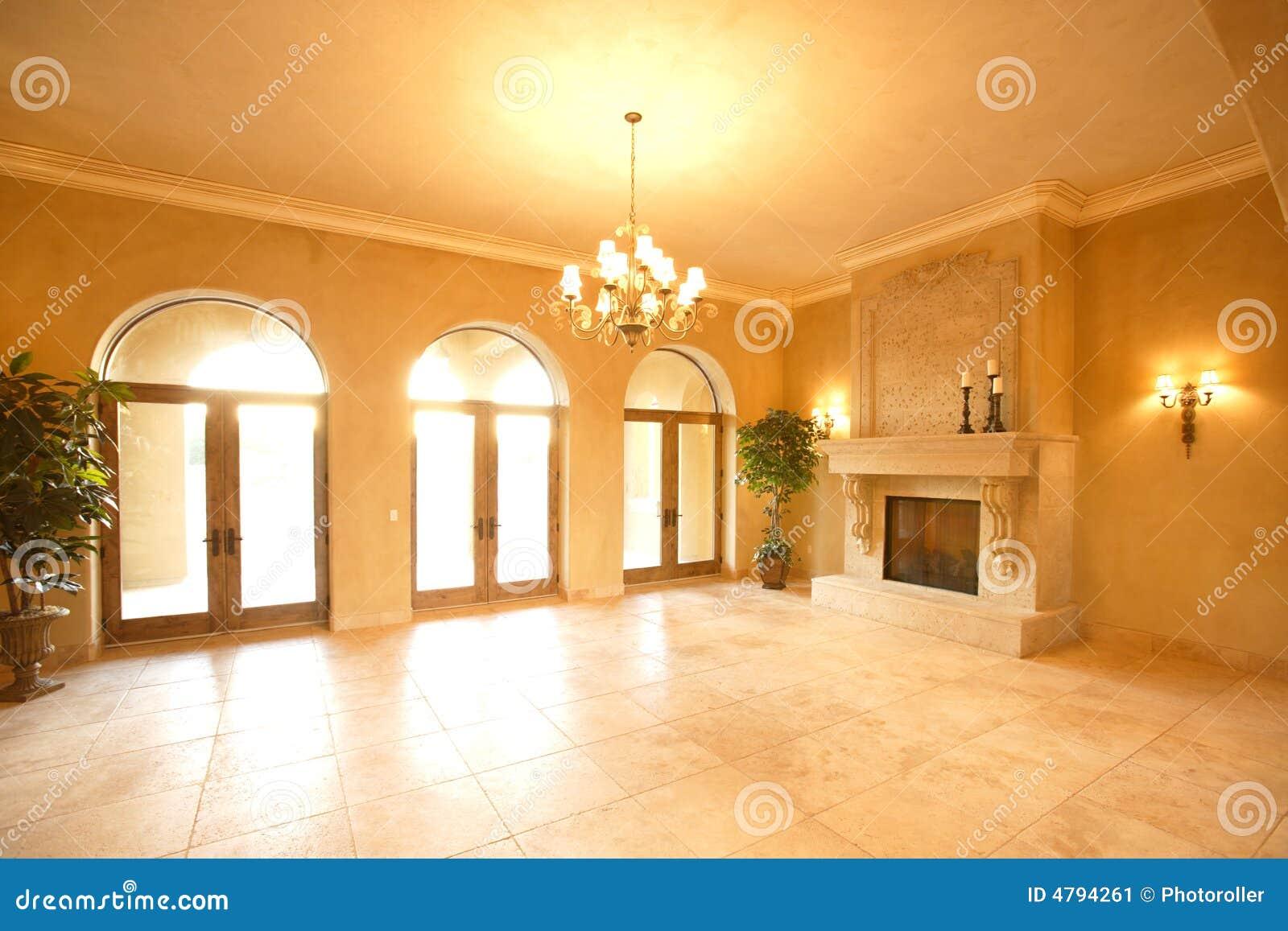 Camino In Una Casa Di Lusso Immagine Stock - Immagine: 4794261