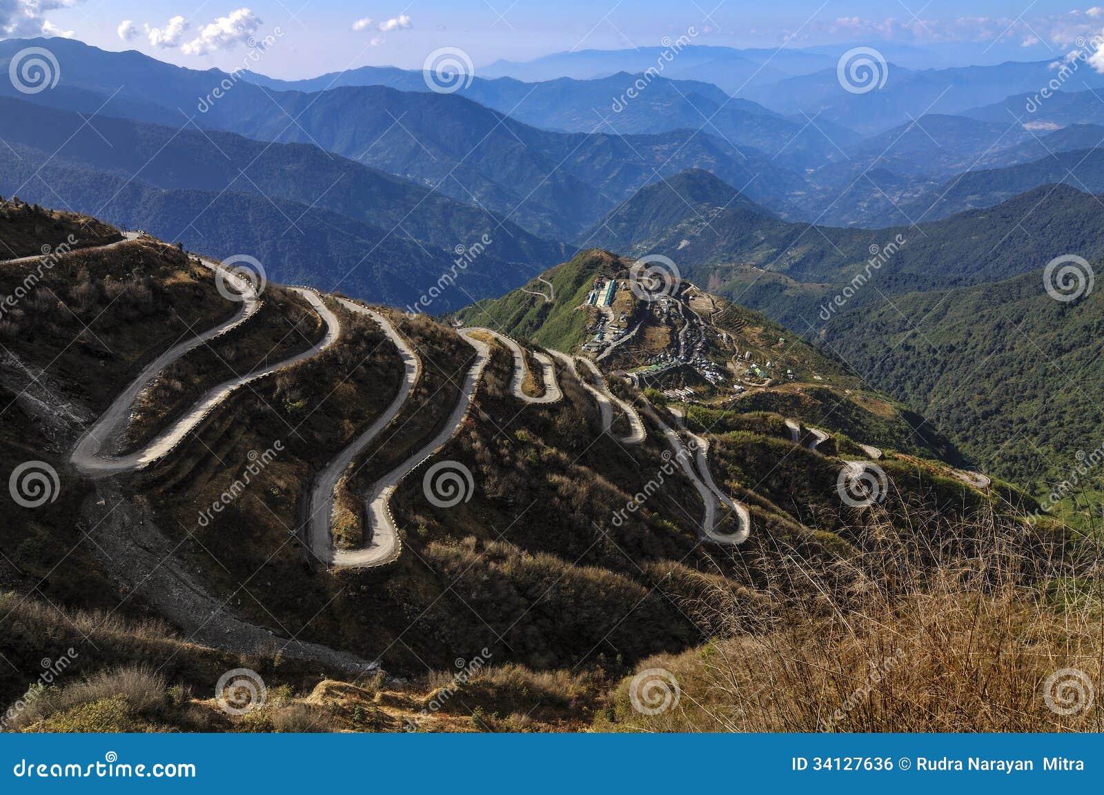 Caminos Curvy en ruta comercial de seda del ruta, de seda entre China y la India viejas, Dzuluk, Sikkim