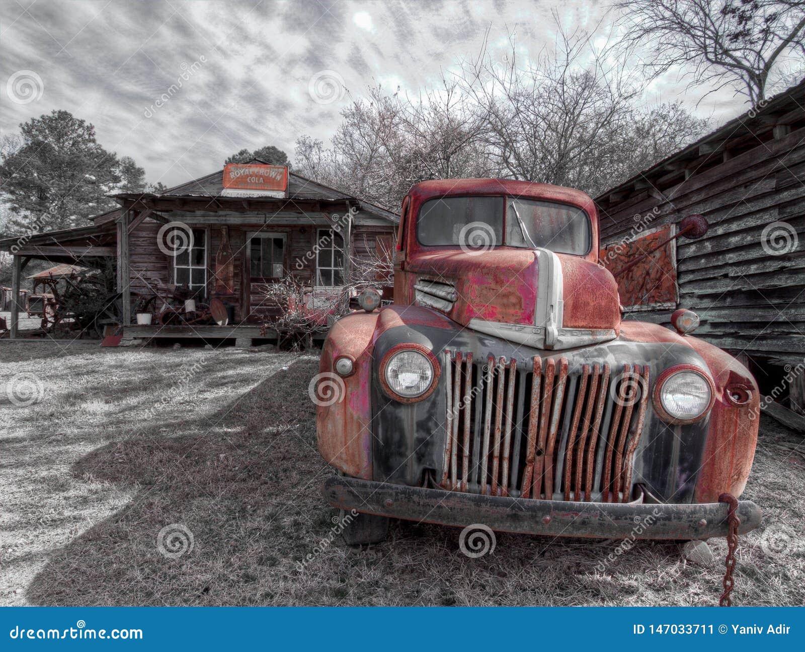 Camion abandonn? et rouill?, en dehors d une ville fant?me Murrayville, GA